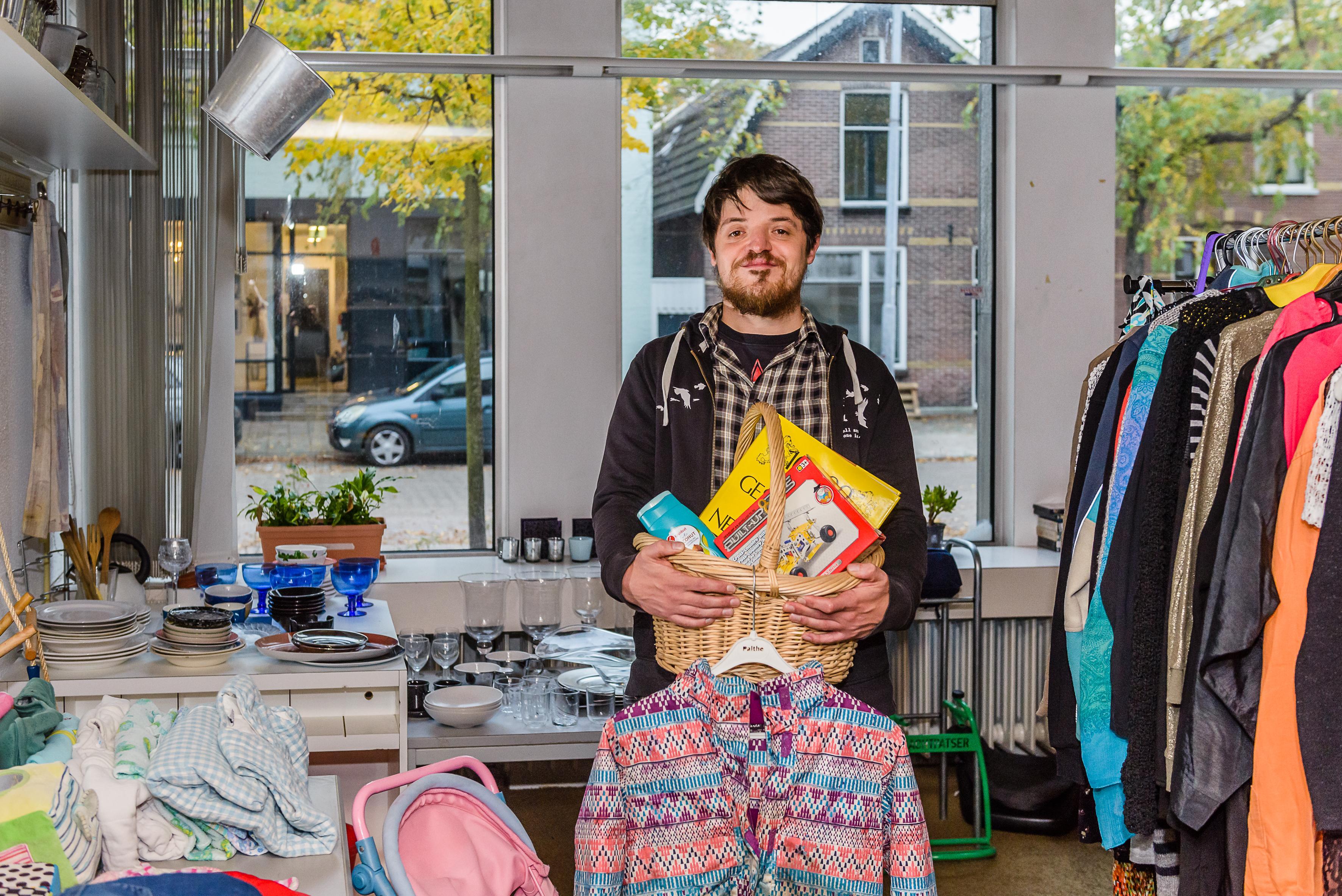 'Krakers' claimen pand in Koog aan de Zaan en beginnen weggeefwinkel: 'Boven verwachting druk'