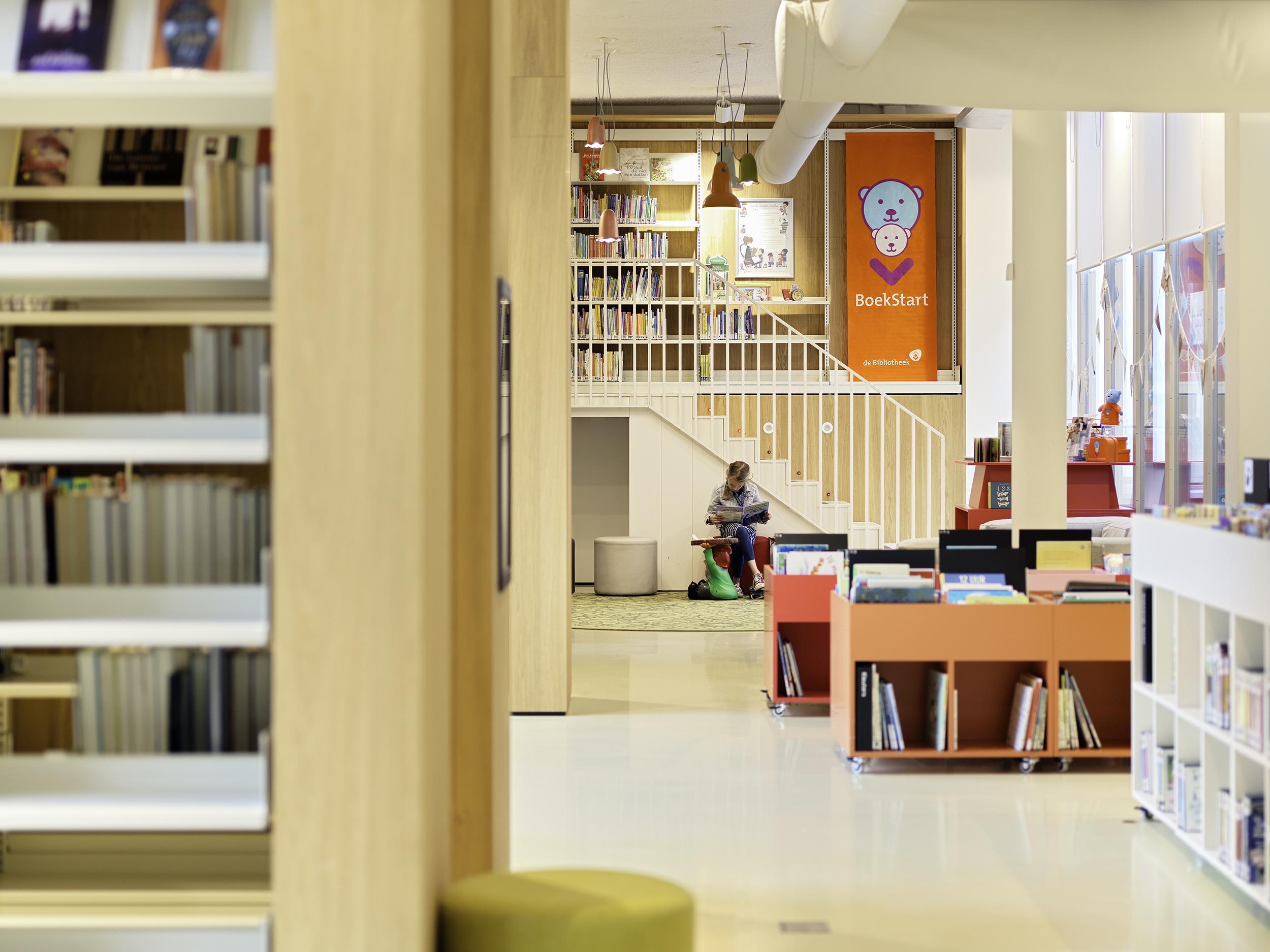Bibliotheek bewijst waarde in tijden van corona: 'Aan boeken is veel behoefte, zeker als iedereen thuis zit'