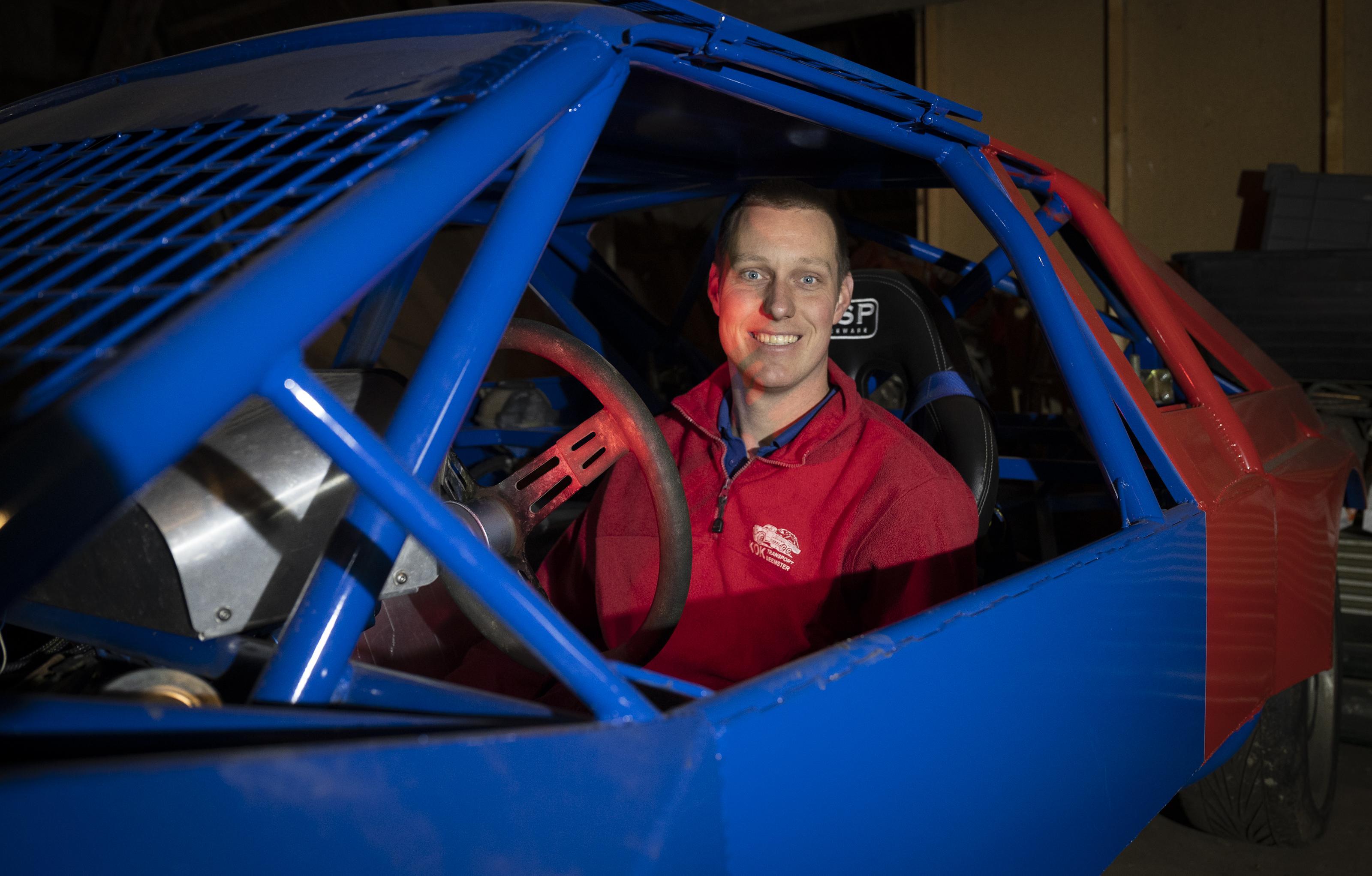 Autocrosser Marco Kok mist liever zijn linkervoet dan dat hij nooit meer kan autorijden: 'Dan hinkel ik wel naar mijn auto'
