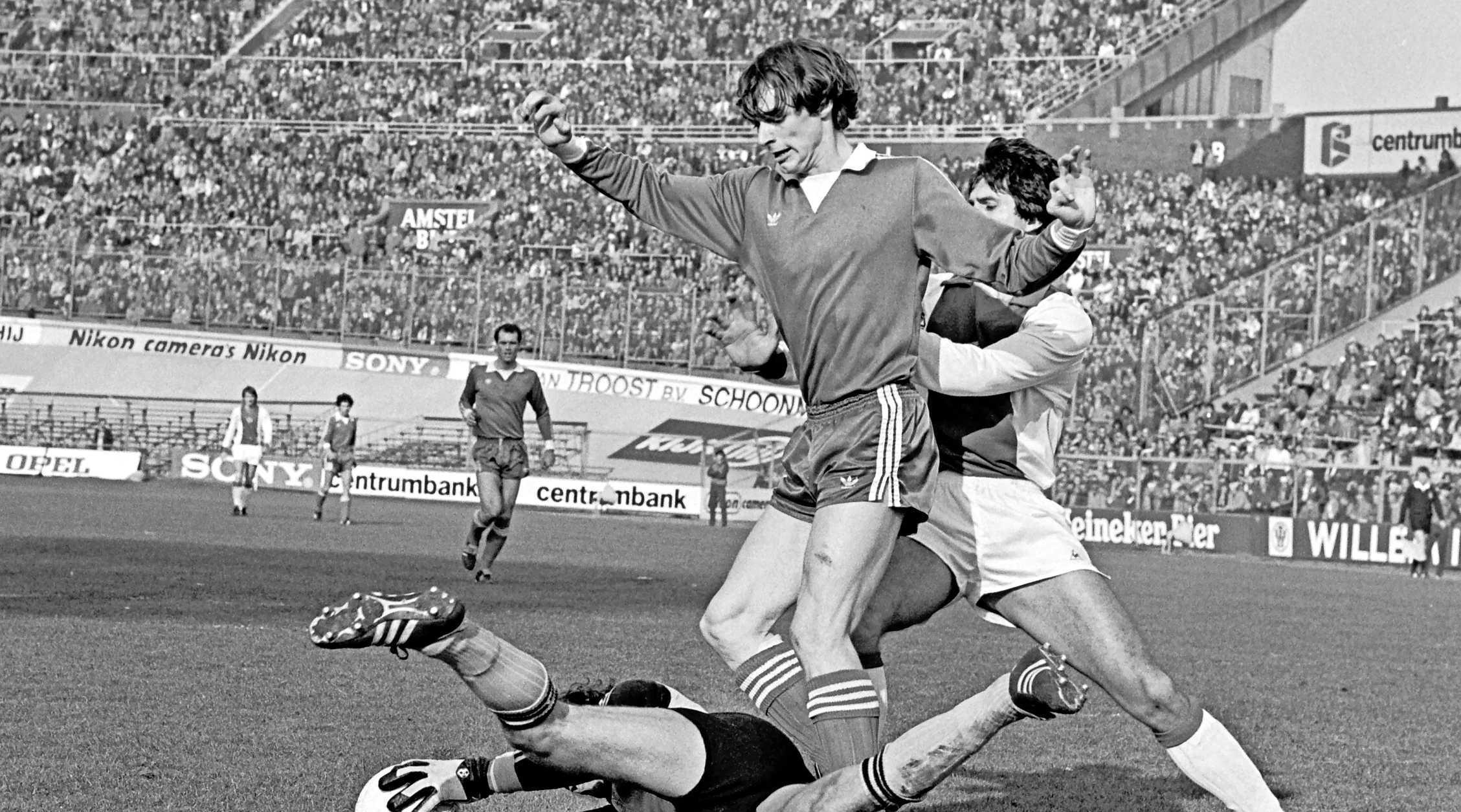 'Anderlecht wilde mij kopen maar AZ vroeg een belachelijk bedrag', aldus Richard van der Meer uit Roelofarendsveen, die kampioen werd met AZ'67 en op zijn 24ste stopte [video]