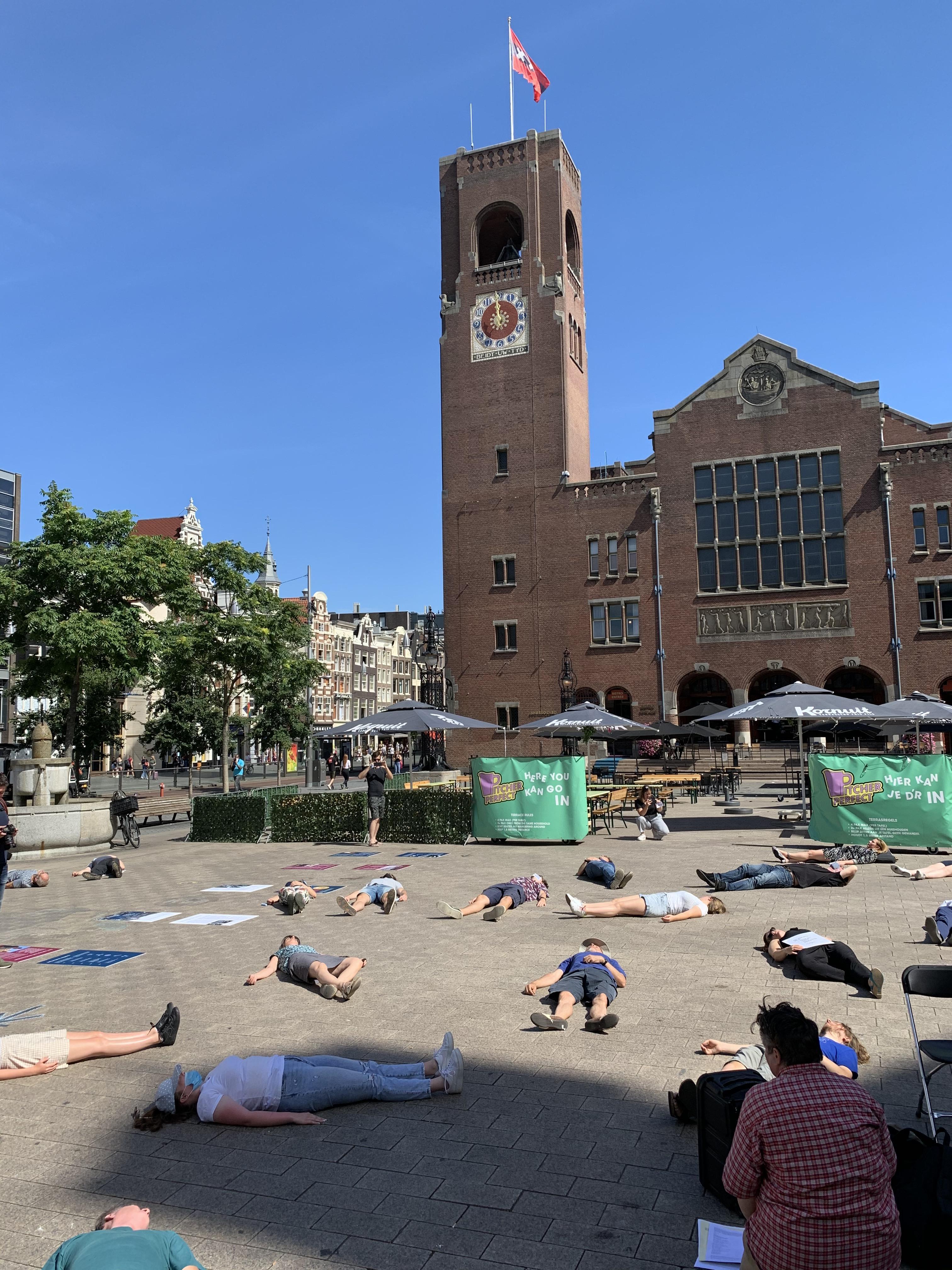 Coronatijd of is Hiroshima ver van mijn bed? Manifestatie tegen kernbom en herdenking Hiroshima op Beursplein gaat 'doodstil' voorbij