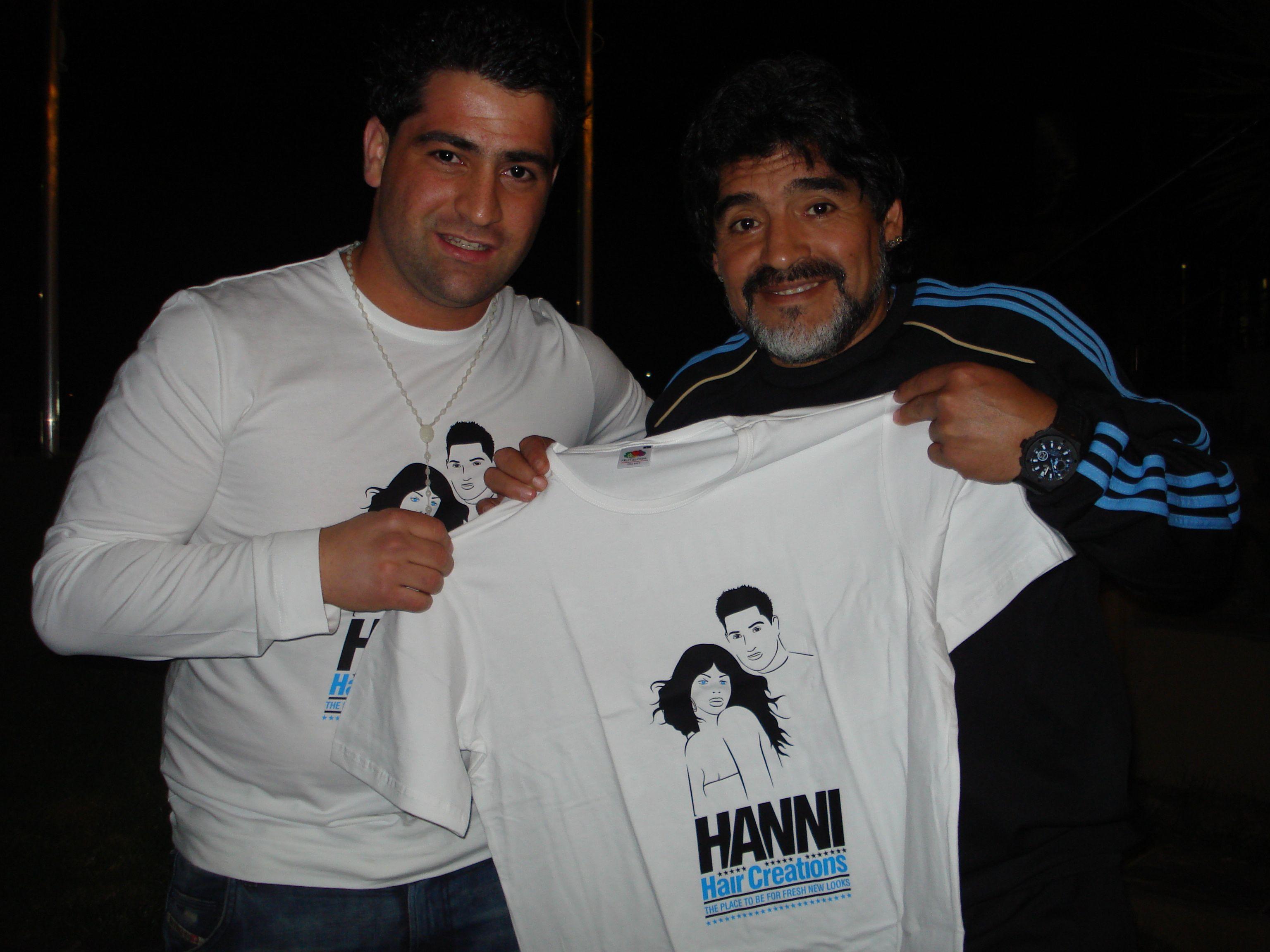 Sterrenkapper Hanni Hanna knipte zijn jeugdheld Maradona tijdens het WK 2010 in Zuid-Afrika: 'Hij omhelsde me en kuste het kruisje om mijn nek'