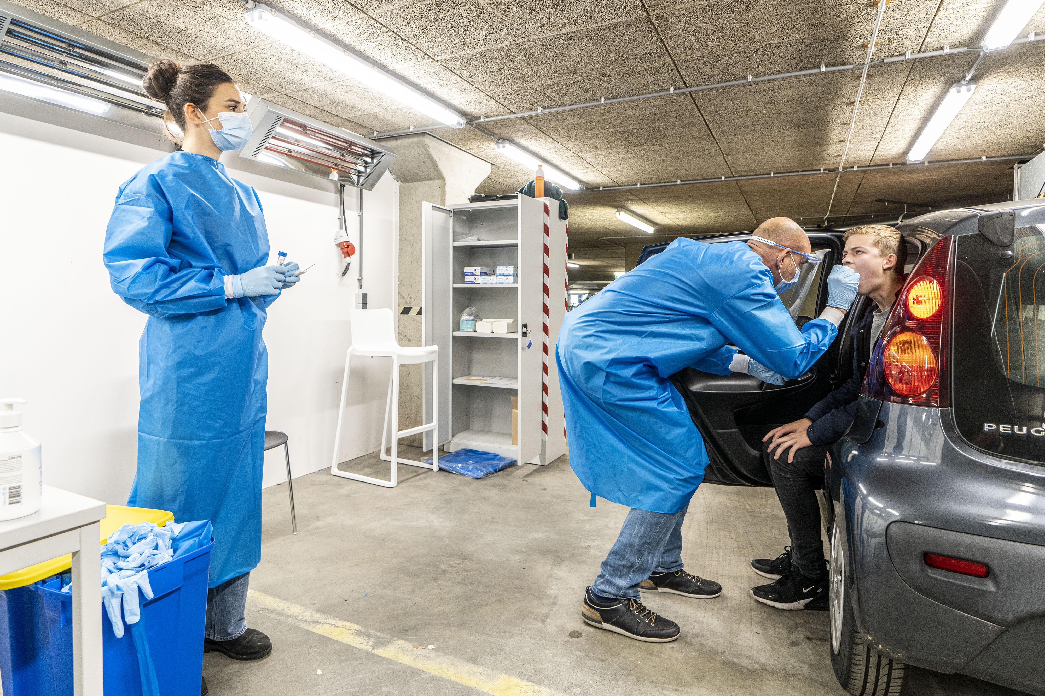 Coronacijfers week 50: Ruim 60 procent meer besmettingen in één week in Hollands Midden, verdubbeling in Oegstgeest, Voorschoten, Zoeterwoude, Kaag en Braassem, Alphen aan den Rijn en Teylingen