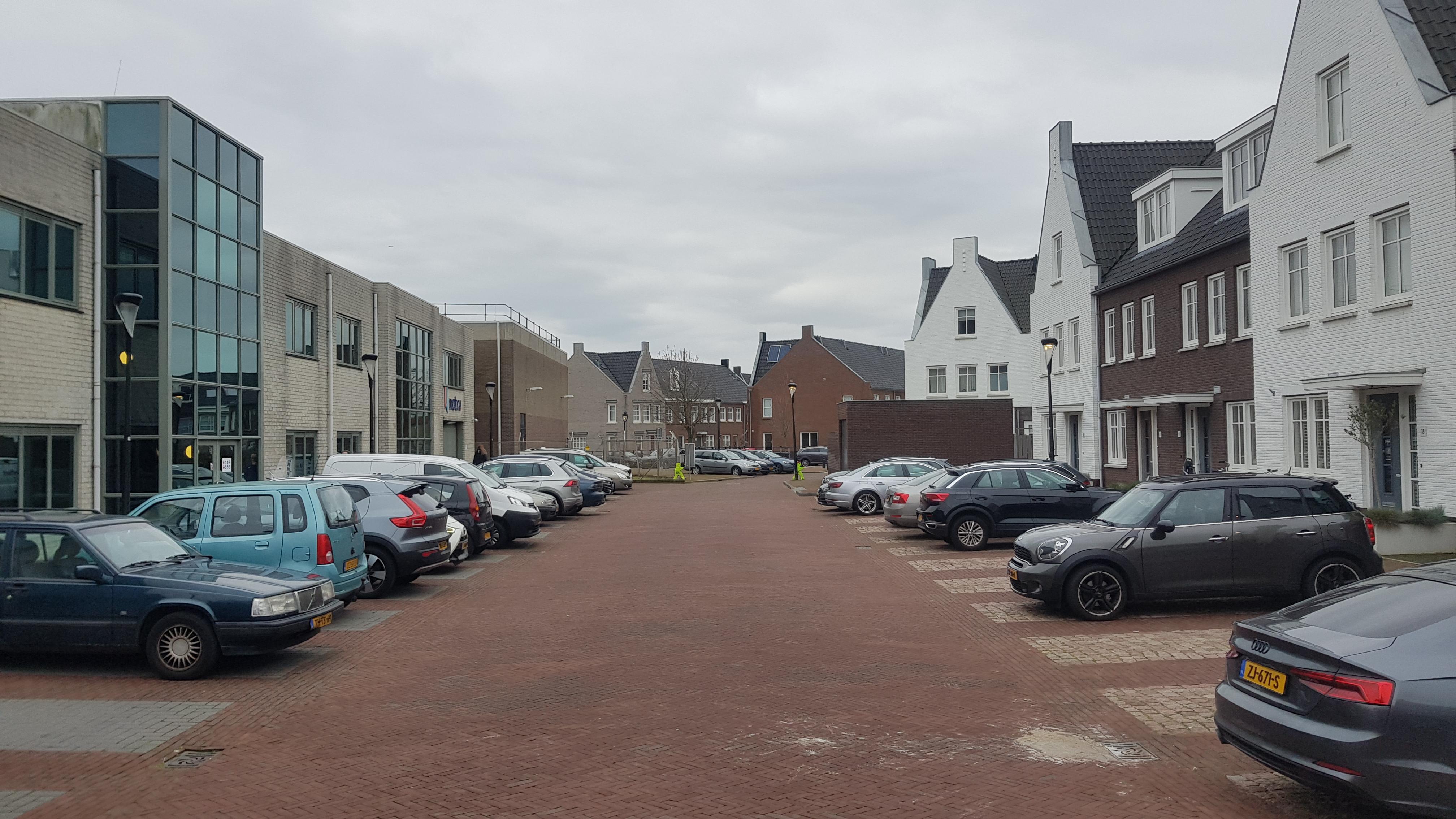 Streep door huizen Losplaatsweg, vrachtverkeer moet uitwijken