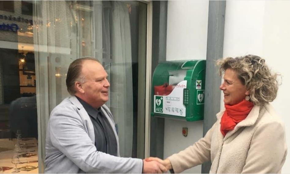 Stichting Katwijk Hartveilig bereikt mijlpaal: honderdste AED in gemeente Katwijk