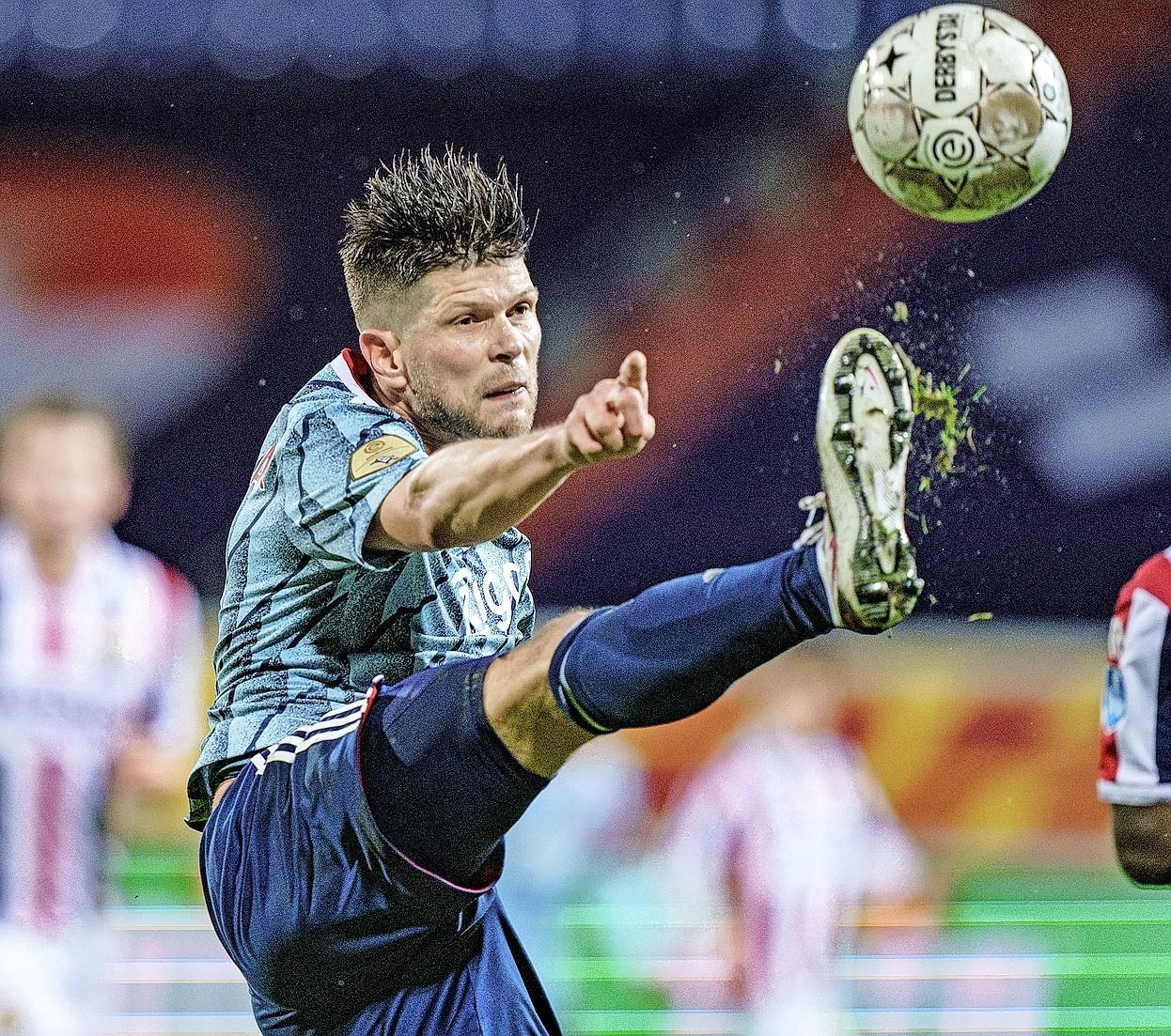 Zorgen voor Ten Hag als Huntelaar vertrekt. Trainer Ajax houdt met Haller nog maar een onomstreden aanvaller over