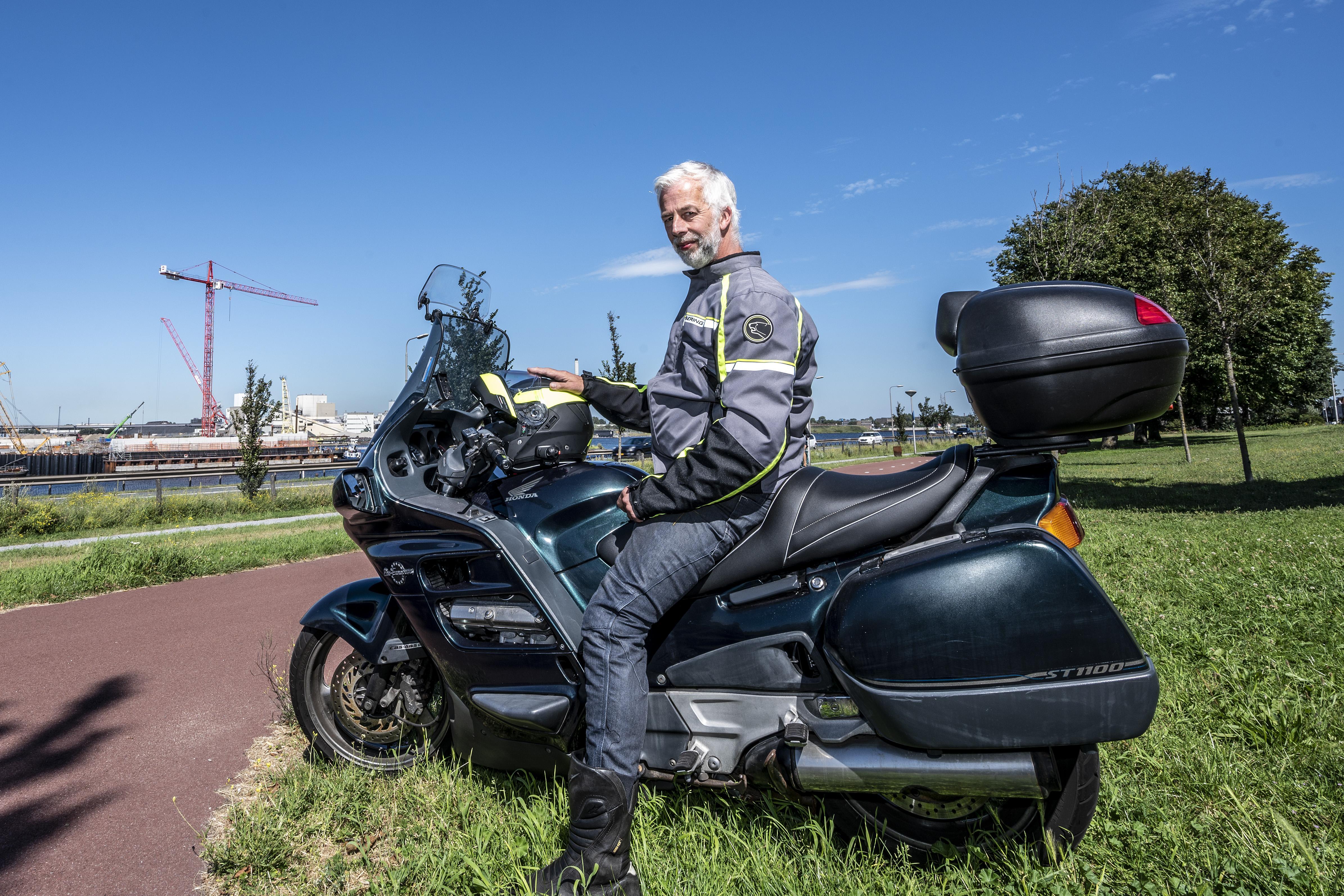 Vijf steden claimen 'midden van Europa' te zijn. IJmuidenaar Edwin rijdt ruim vierduizend kilometer op zoek naar het middelpunt van Europa