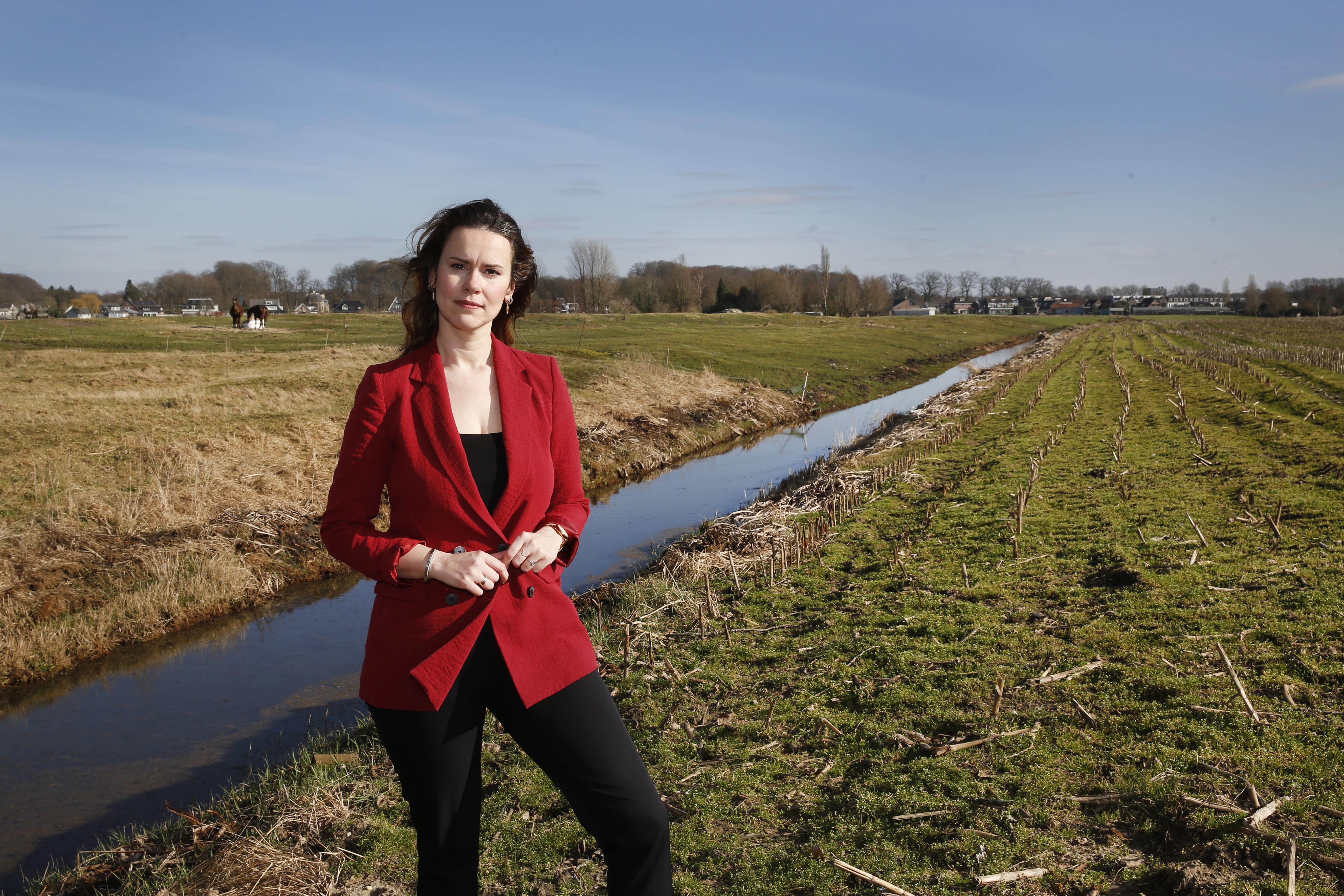 Zorgen bij Kortenhoefse Esther Kaper (CU) over wat bij haar in de polder in de grond zit: 'Waarom niet veel eerder ingegrepen?'