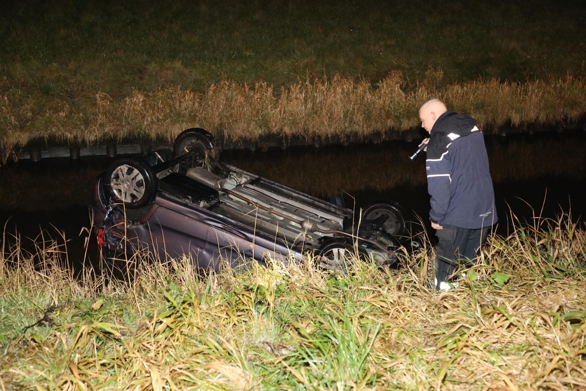 Botsing twee voertuigen op A4 bij Hoofddorp; auto belandt op de kop in sloot