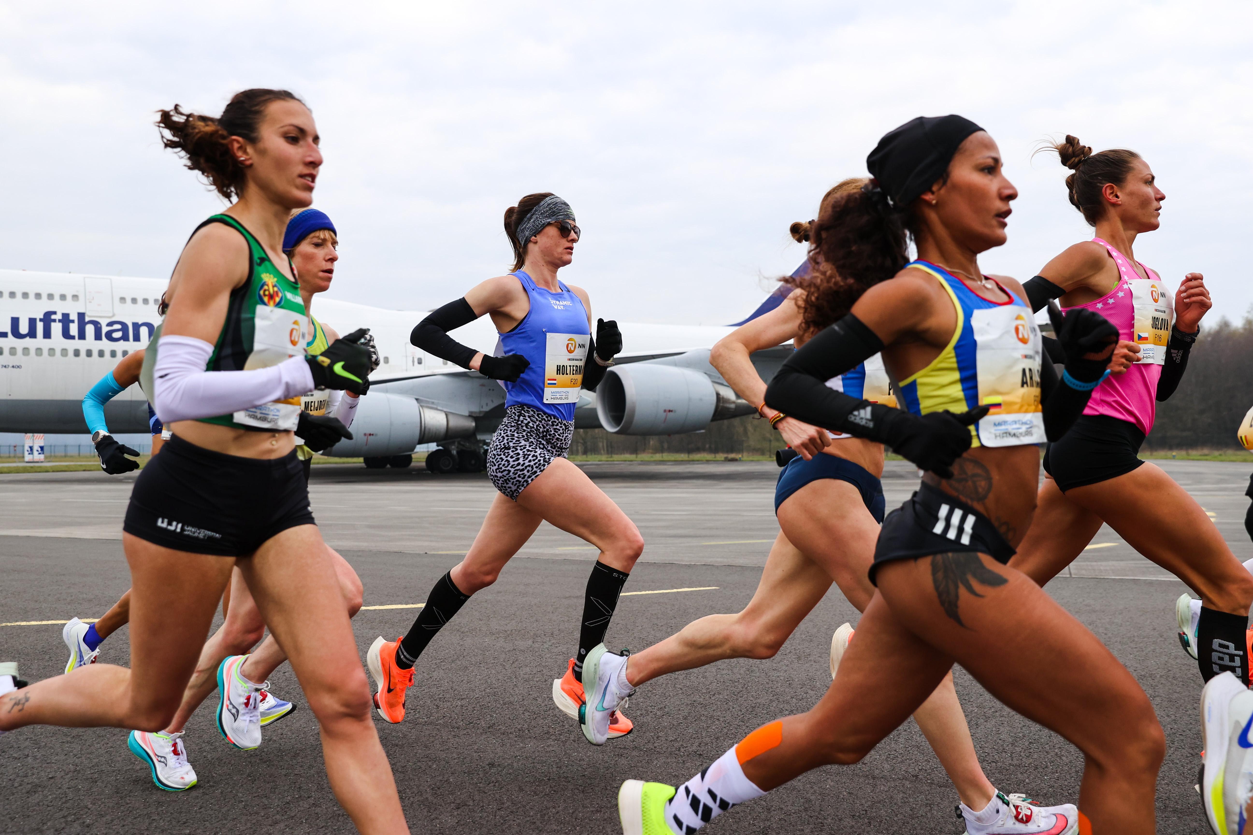 Het ene marathonsucces is het andere niet: voor Michel Butter loert een doemscenario, terwijl Jill Holterman een olympisch startbewijs niet kan ontgaan. 'Ik ben geen voetnoot meer' [video]