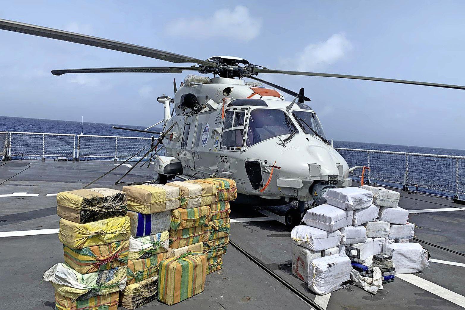 Marine vangt na coronapauze weer boeven met smokkelwaar. Veel geweld nodig om vluchtende boten met drugs tot stoppen te dwingen