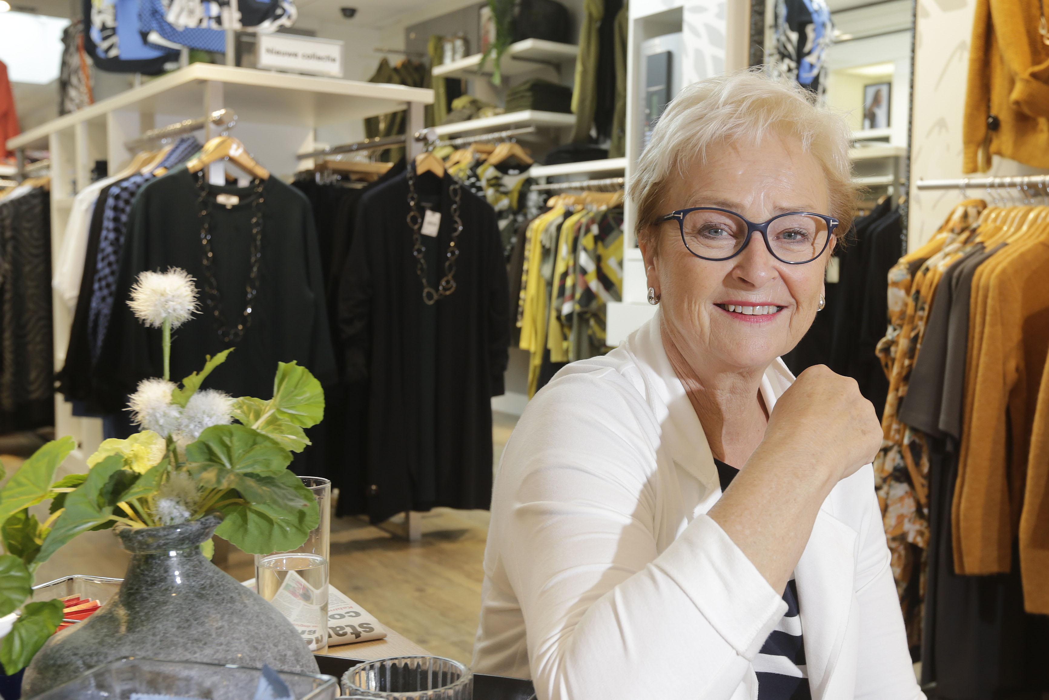 Tineke koos er niet voor, maar ze zit al vijftig jaar aan de Gedempte Gracht in Schagen. 'Prachtige, levendige winkelstraat'