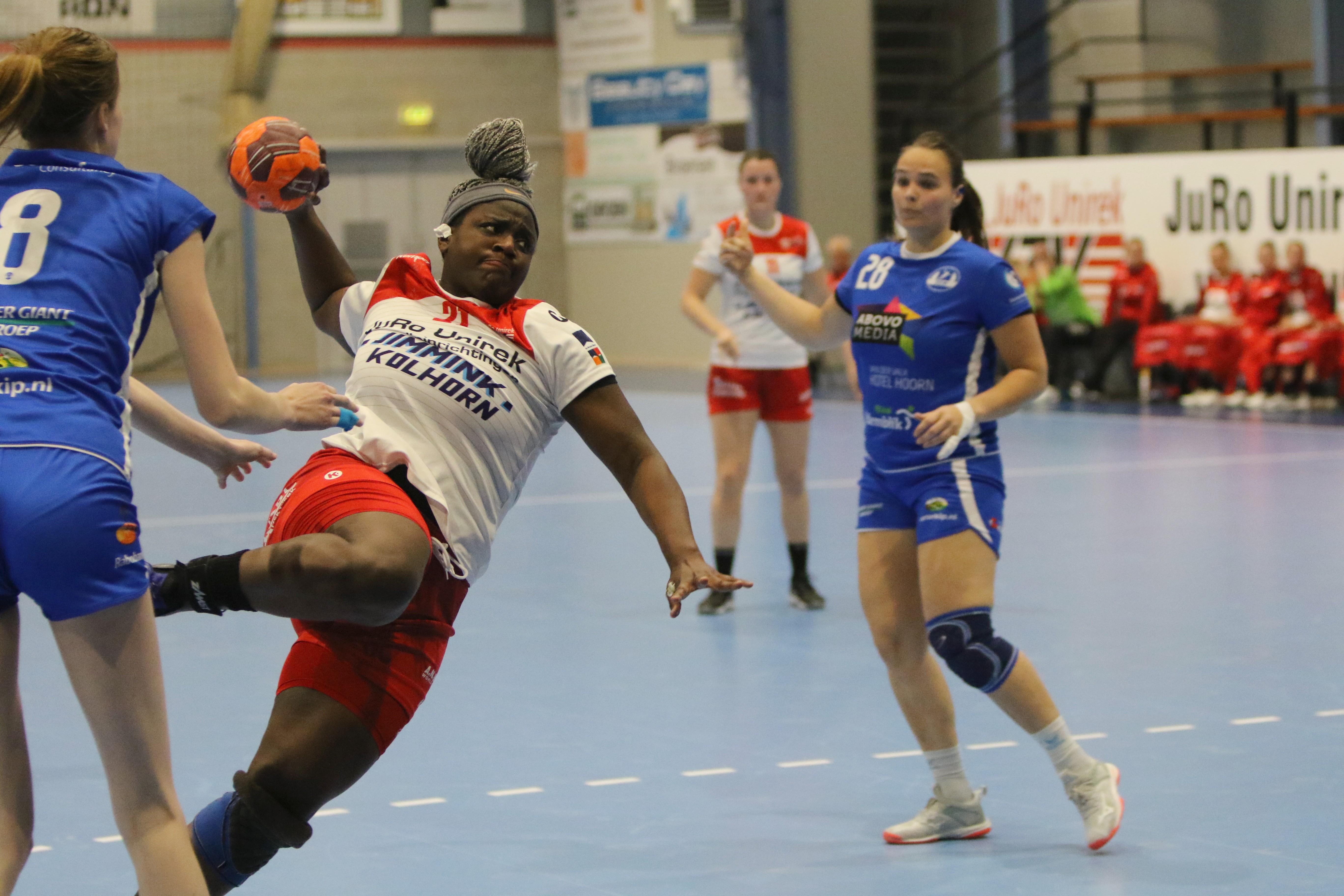 VZV neemt in de wedstrijd tegen SEW alvast een voorschot op het volgende seizoen; handbalsters snakken naar een echte derby