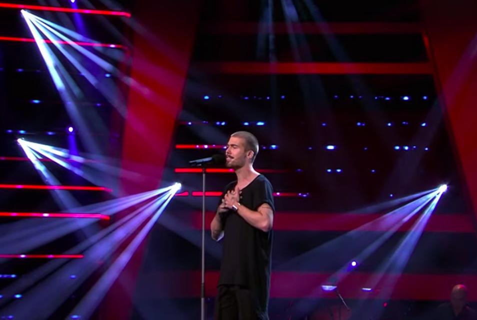 Purmerender Dani van Velthoven verbijstert jury van The Voice of Holland met spetterende vertolking van 'Hallelujah' (video)