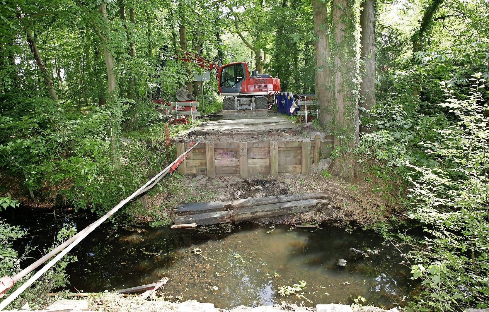 Nieuwe brug op Oude Meentweg, op grens Hilversum en 's-Graveland