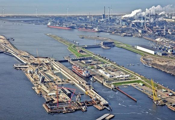 Grootste zeesluis ter wereld bij IJmuiden wordt mogelijk vernoemd naar gebarentolk Irma: 'Zij verbindt, net als een sluis'