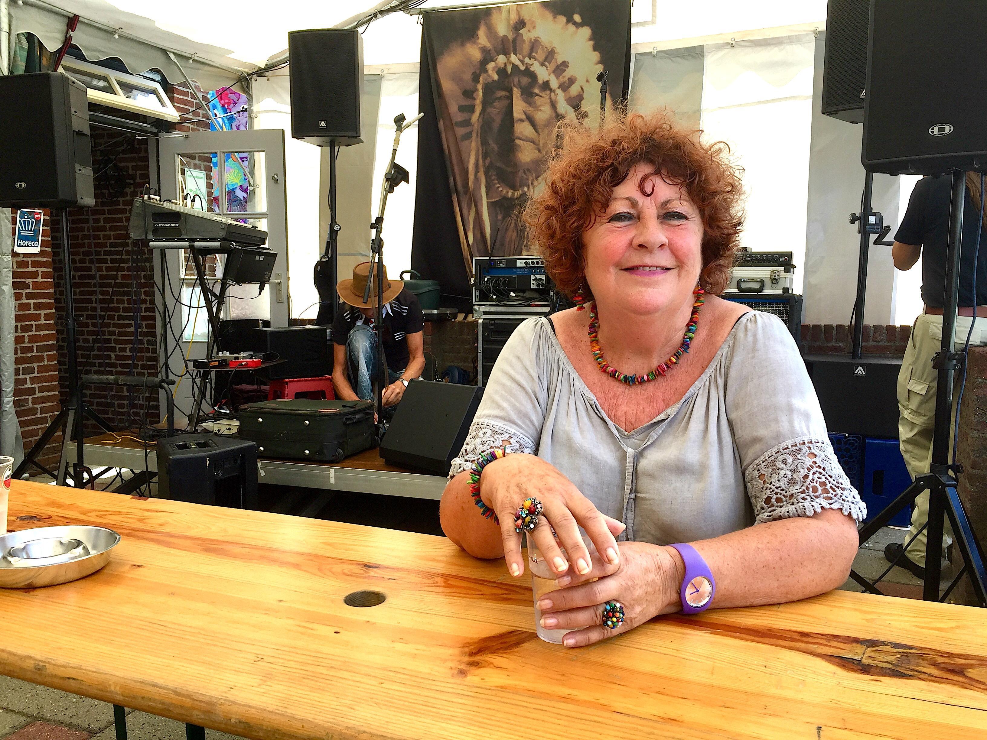 Onderweg: Gerda Haanraads is al een halve eeuw de vrouw achter gitarist Henk Haanraads, beter bekend als The Chief.
