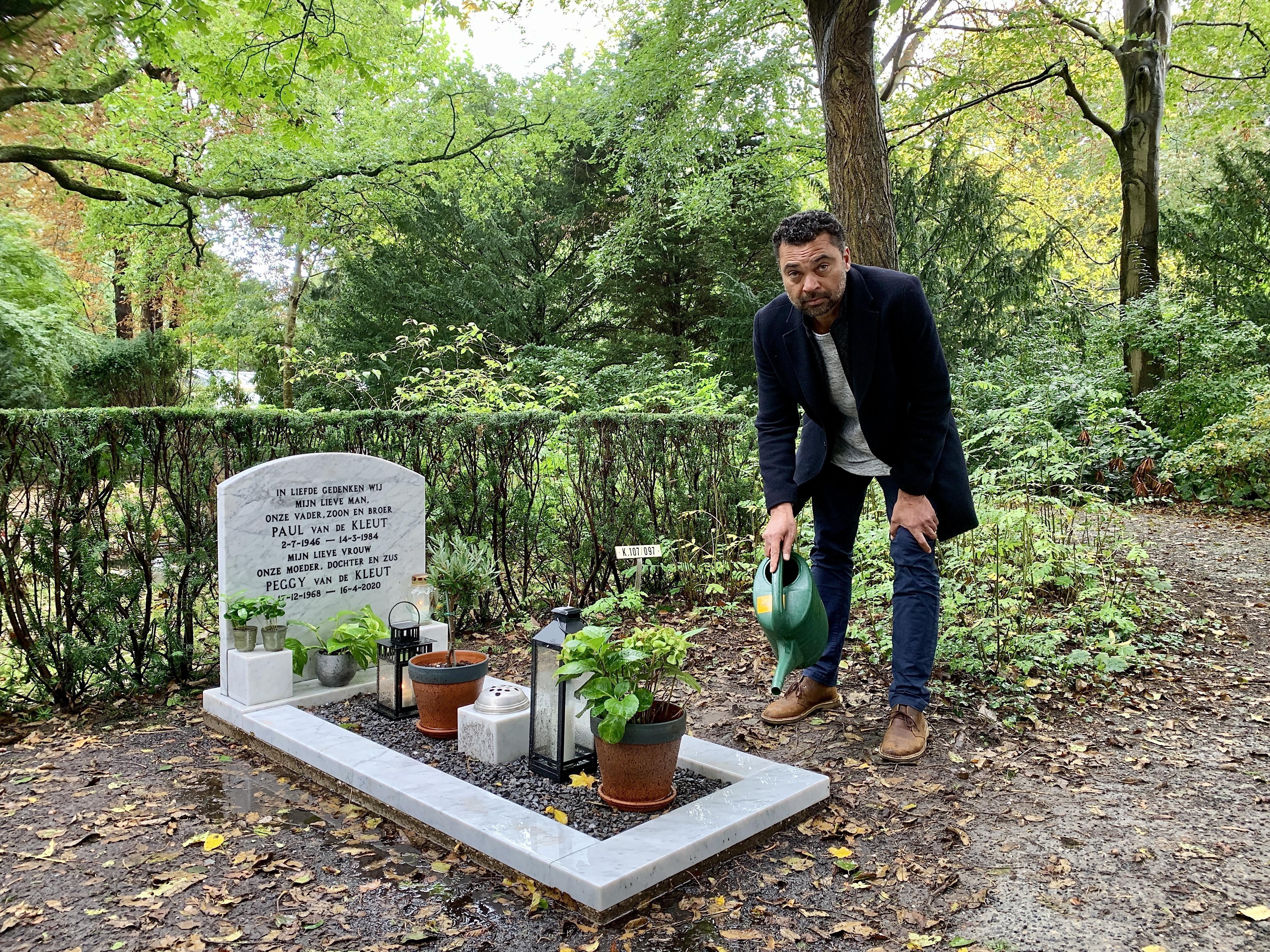 Ricco Ommel (52) is elke dag op de openbare begraafplaats in Alkmaar, bij het graf van zijn grote liefde Peggy