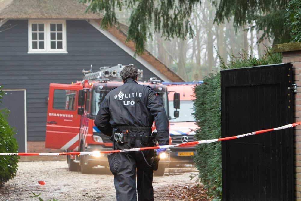 Politie bevestigt vondst grondstoffen voor drugsproductie na brand bij villa in Laren