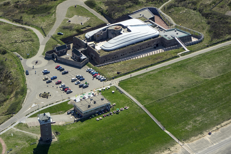 Jaarlijks 55.000 bezoekers naar Fort Kijkduin in Den Helder. Om dat te bereiken, moeten brug, entree, plein, horeca en aquarium gemoderniseerd worden