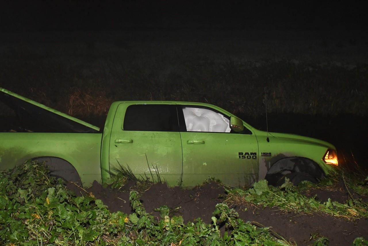 Pick-up belandt in sloot bij Hazerswoude-Dorp, bestuurder aangehouden