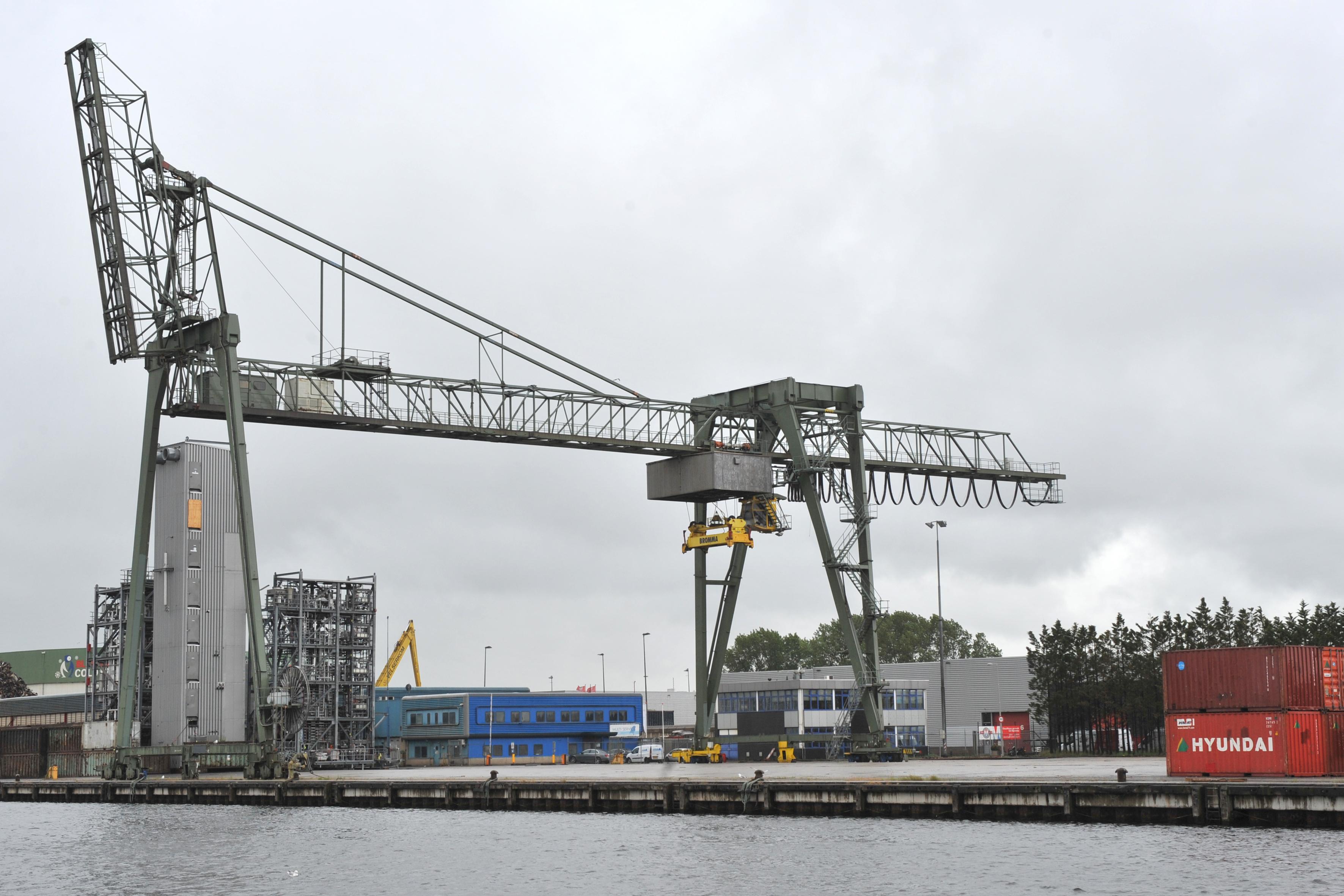 De containerterminal in de Beverwijkse haven gaat verder nu logistieke dienstverlener Schavemaker de grond heeft overgenomen. 'Er zijn volop kansen', stelt directeur Rico Schavemaker uit Beverwijk