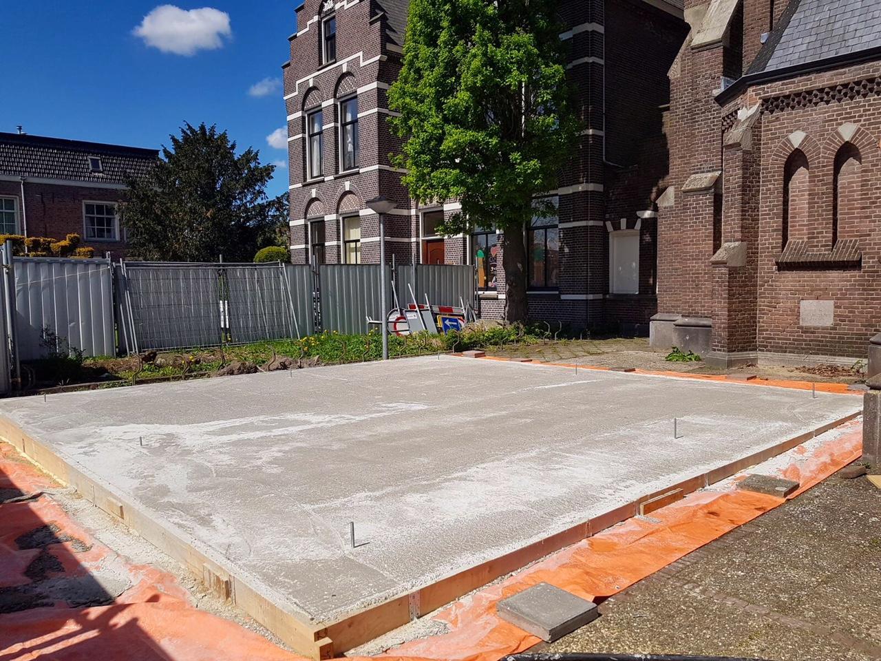 Herbouw van spits Laurentiuskerk in Weesp begint