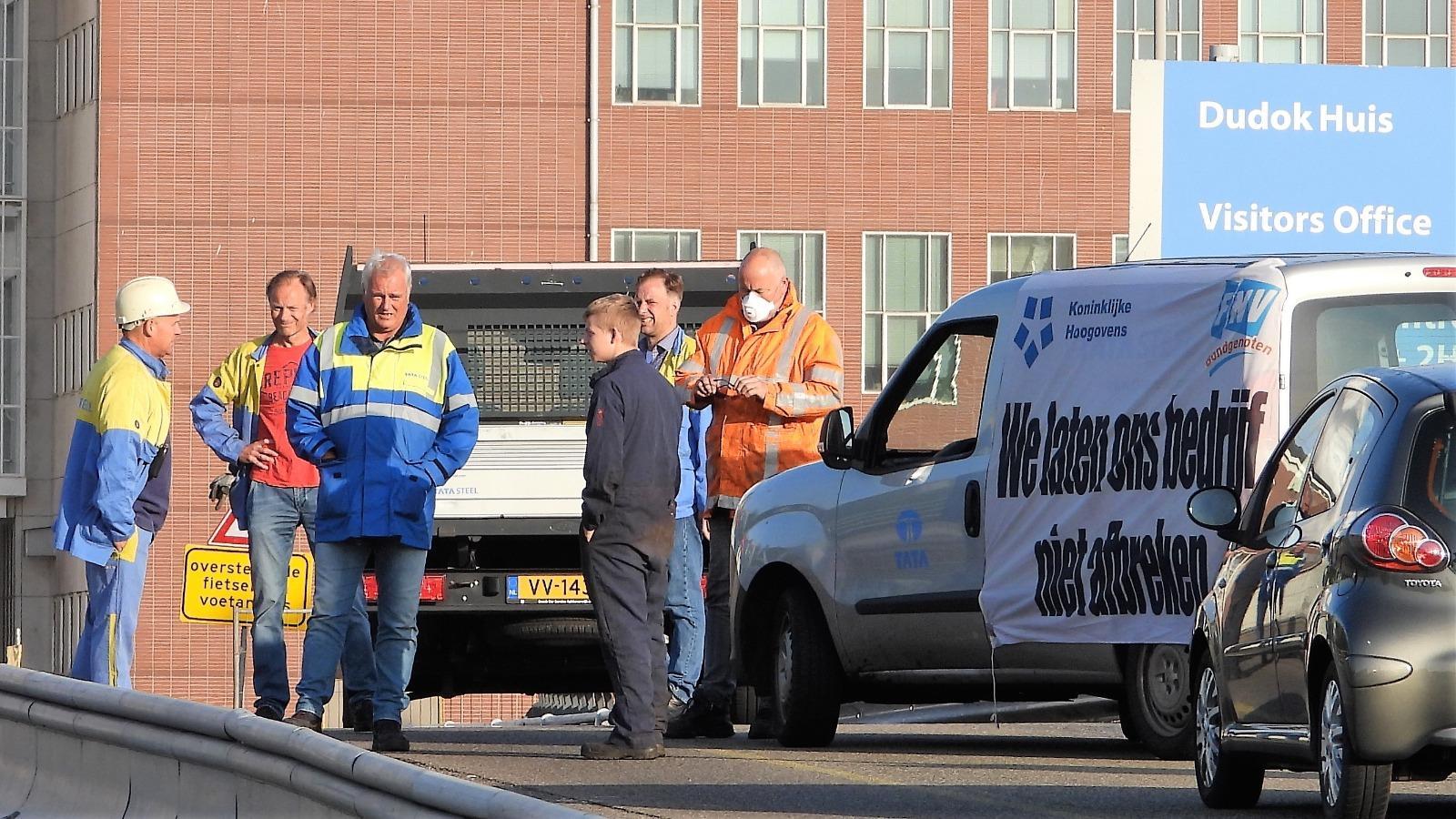 Poortblokkade voorbij, railvervoer nu plat bij Tata Steel IJmuiden, 'autovergadering' bij Bazaar Beverwijk gepland