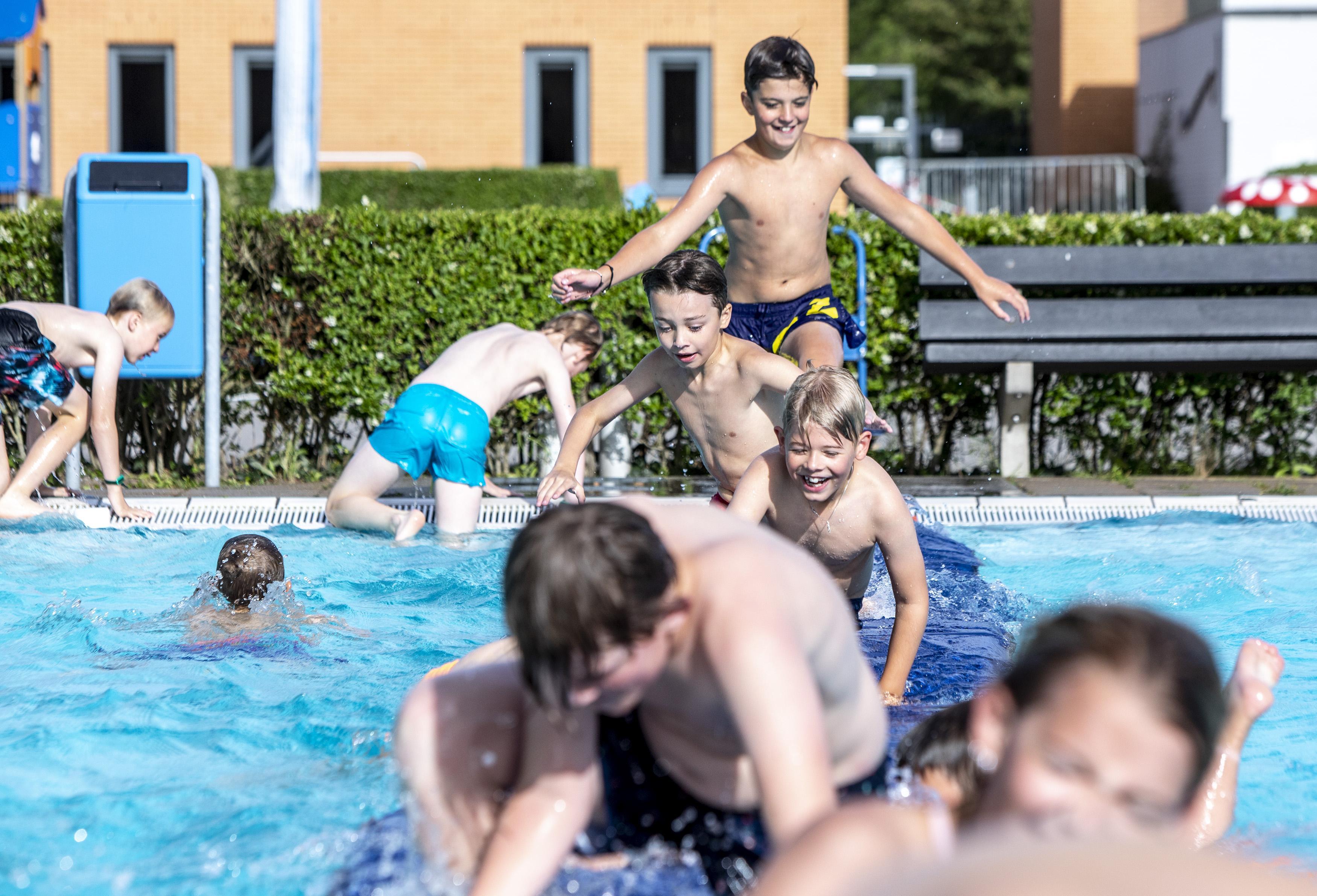 Alleen Velsenaren kunnen weer baantjes zwemmen in De Heerenduinen, onder strenge voorwaarden