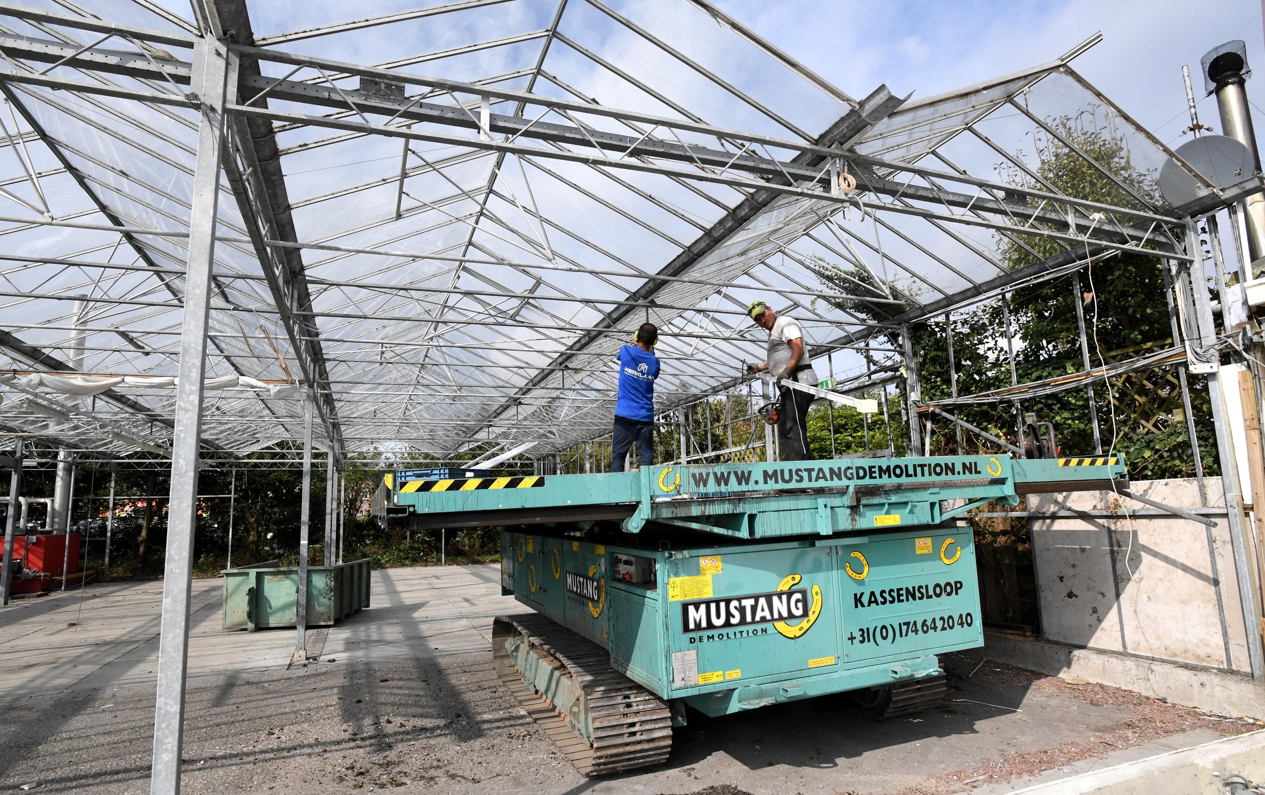 Zestig opslagloodsen op de plek aan de Schoolweg in Julianadorp waar vroeger het tuincentrum stond