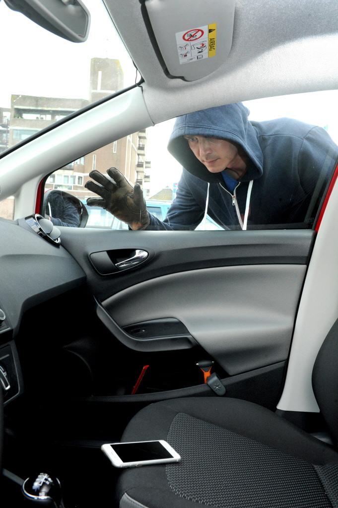 'Auto-inbreker liet spoor van vernieling achter in Zandvoort', voor elke kraak een maand cel geëist