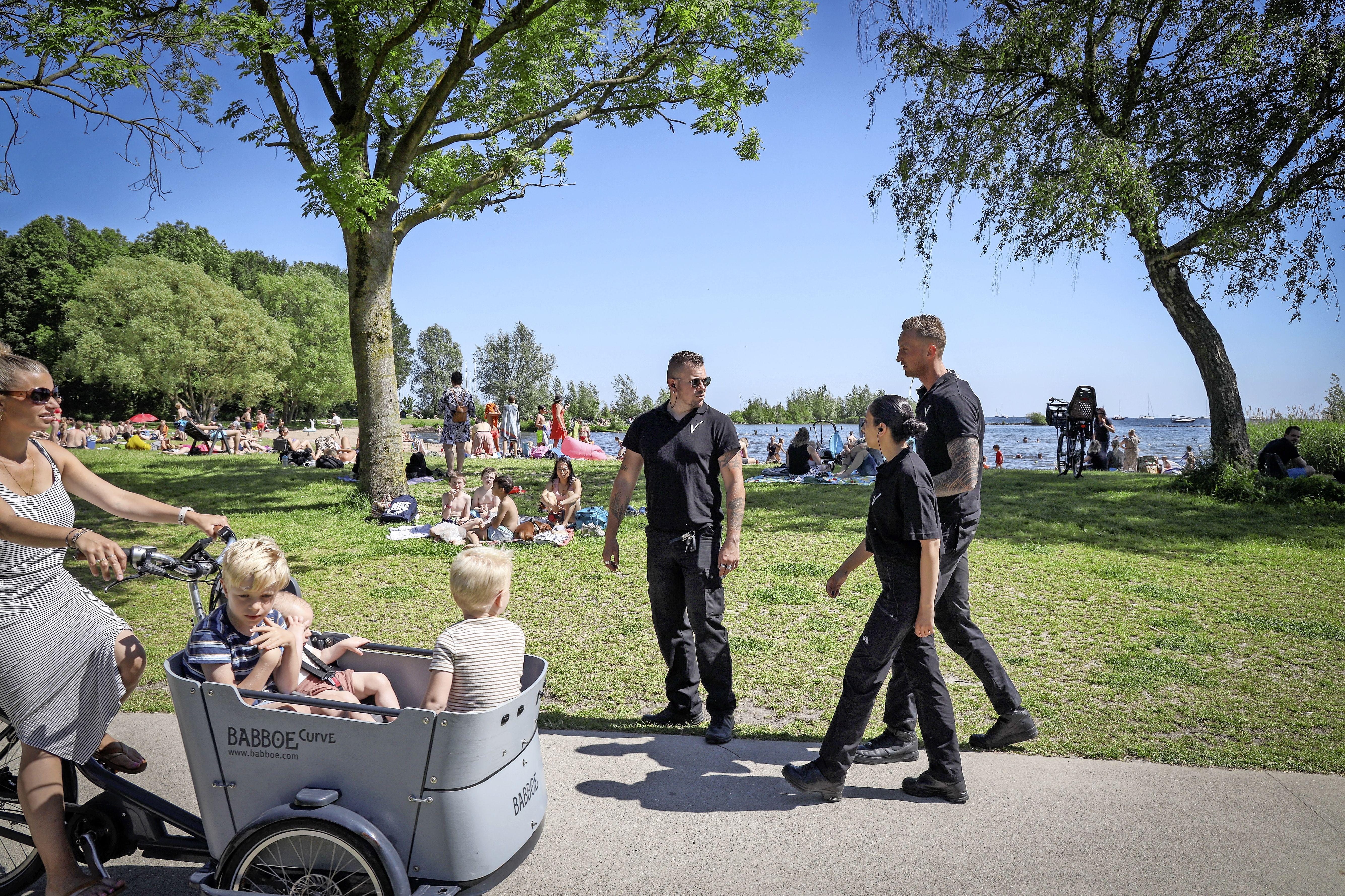 Vierentwintig boetes en een gebiedsverbod in Julianapark Hoorn: 'Er zullen meerdere grote acties volgen, vooral gericht op grote en intimiderende overlast'