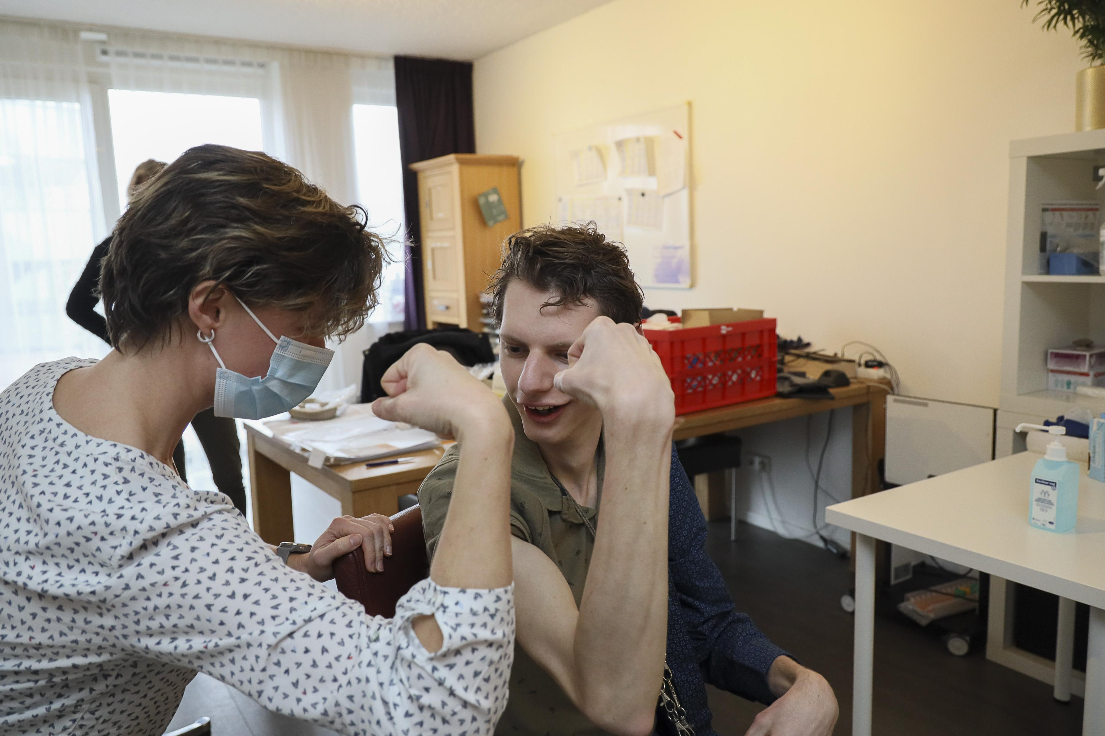 Vaccinatie tegen corona bij meervoudig gehandicapten: een 'prikkie' erin voor de kwetsbare kanjers