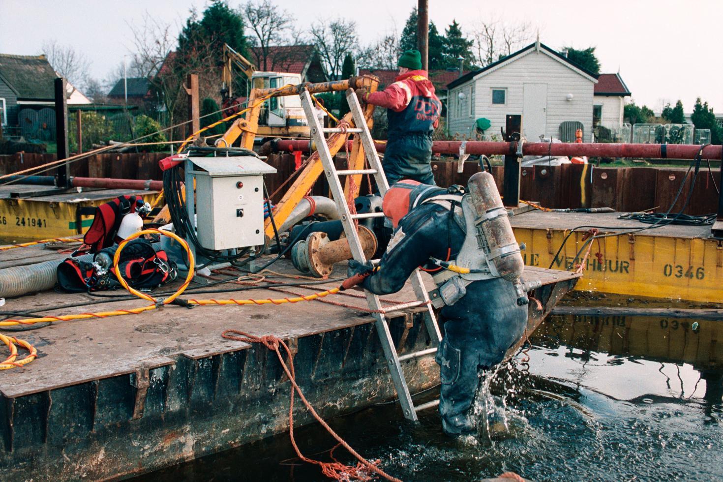 Kijk van Kastermans: storten beton voor nieuwbouw De Driesprong in Loosdrecht
