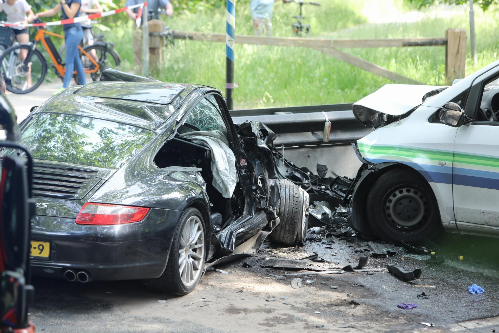 Frontale botsing in Soest: bestuurders in kritieke toestand naar ziekenhuis