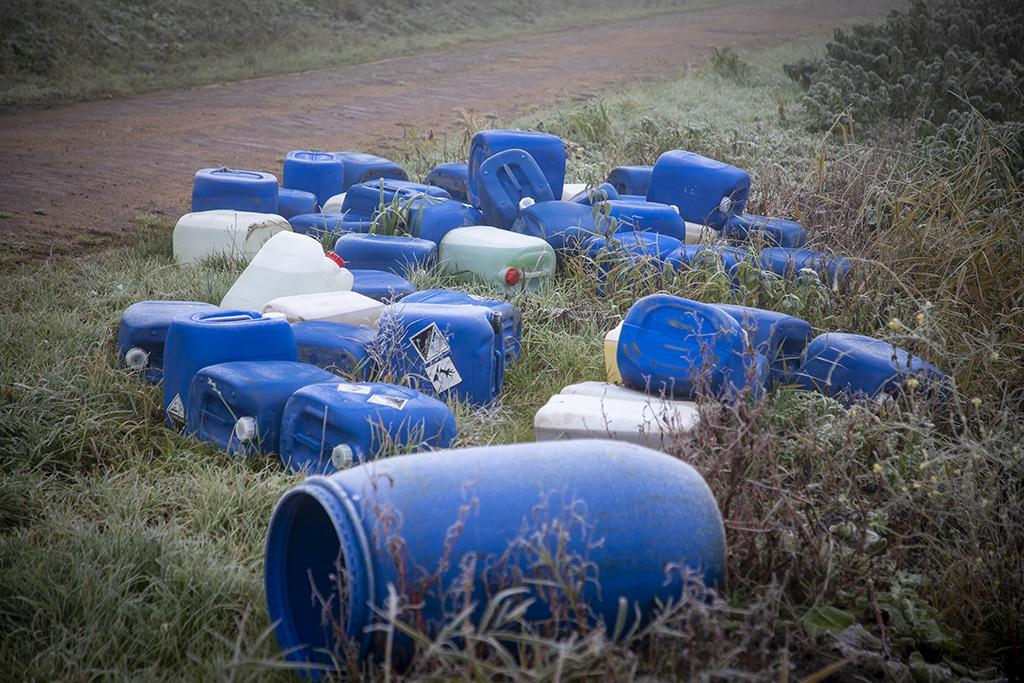 Vijftig vaten met vermoedelijk drugsafval gevonden in Haarlemmerliede