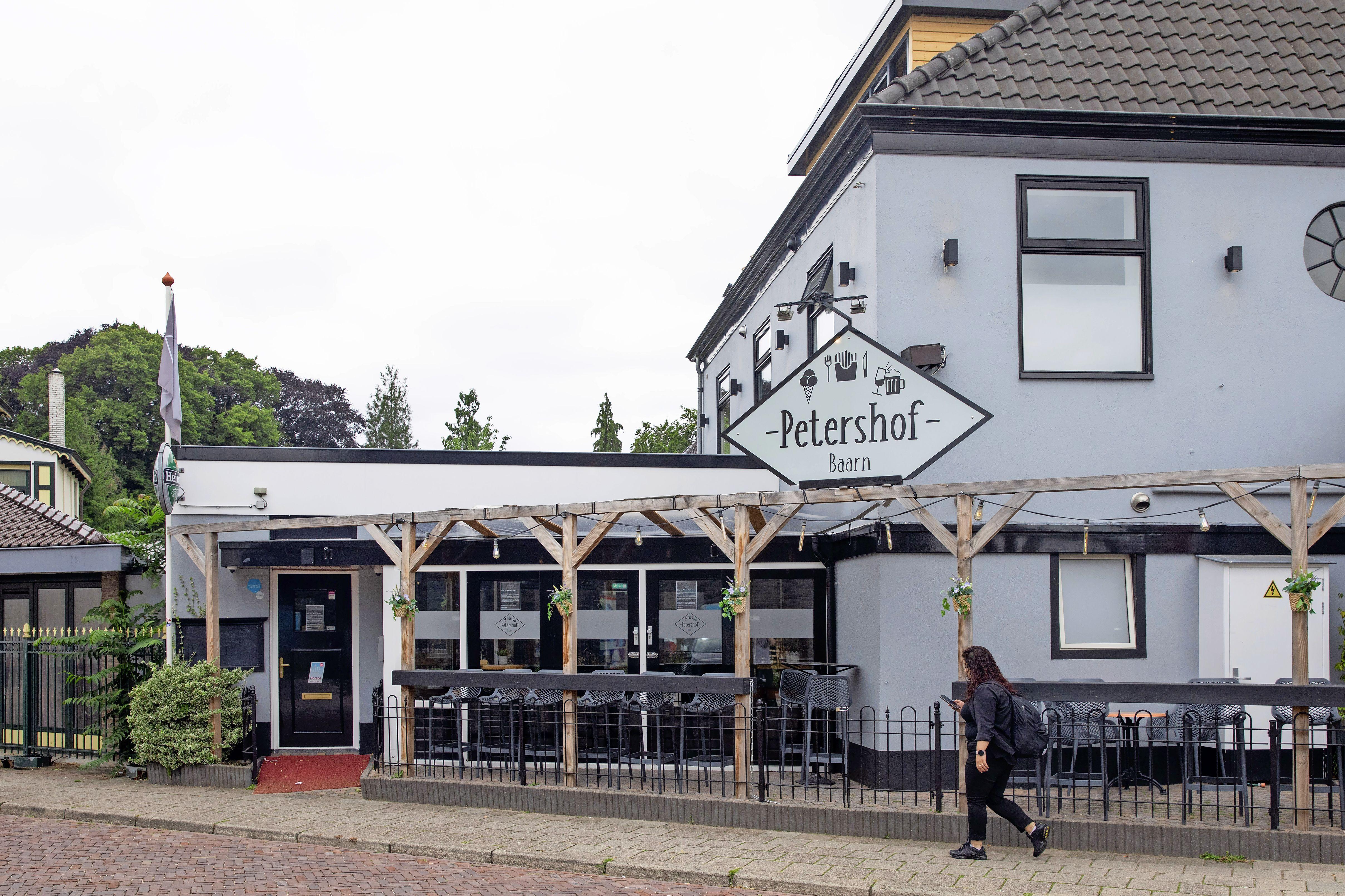 Baarnse café-eigenaar sluit zijn jongerenkroeg vanwege de oplopende coronabesmettingen: 'Dit is niet verantwoord en ik moet ook denken aan mijn andere zaken'