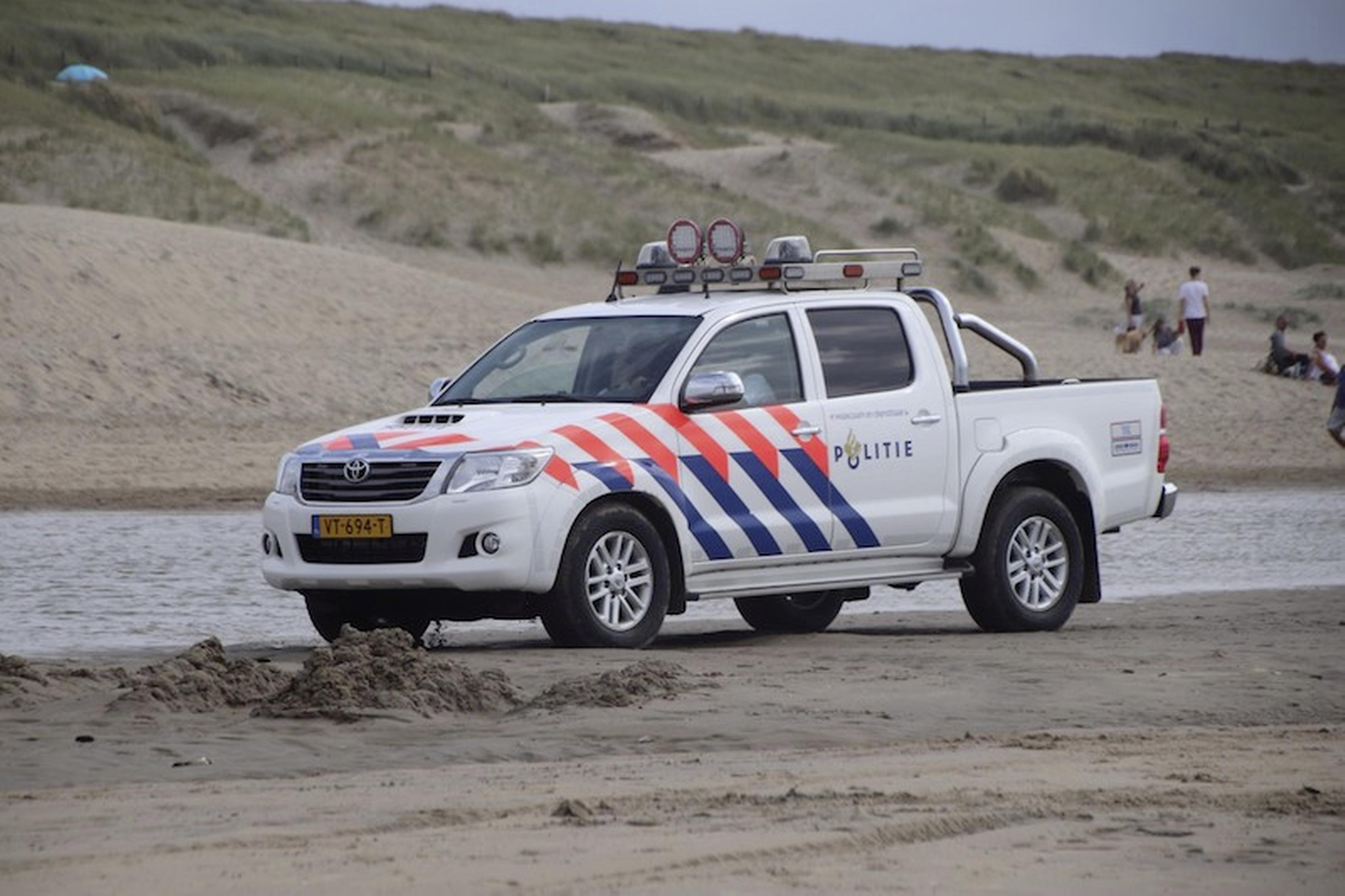 'Overlastsituaties zijn beëindigd, er was geen sprake van grote excessen.' Politie in regio Alkmaar heeft handen vol aan strandfeestjes en geluidshinder