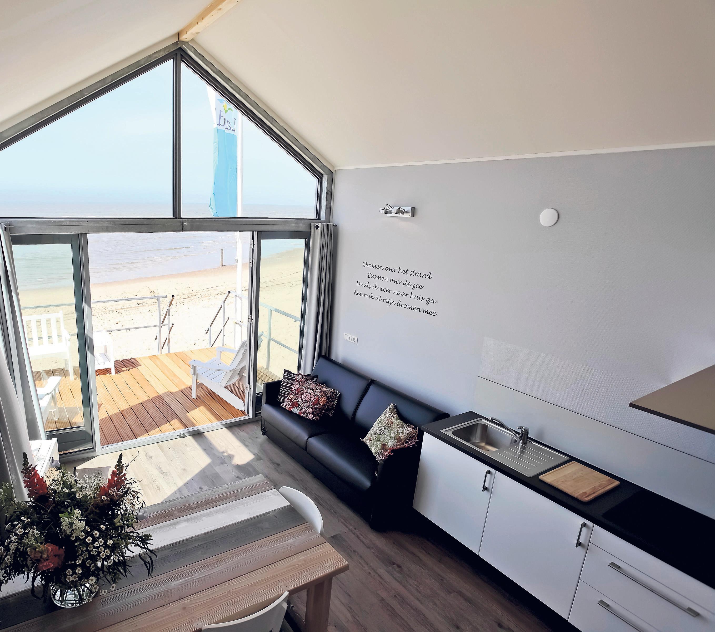 Weer slapen aan de kust: Strandhuisjes Bloemendaal aan Zee mogen maandag weer open