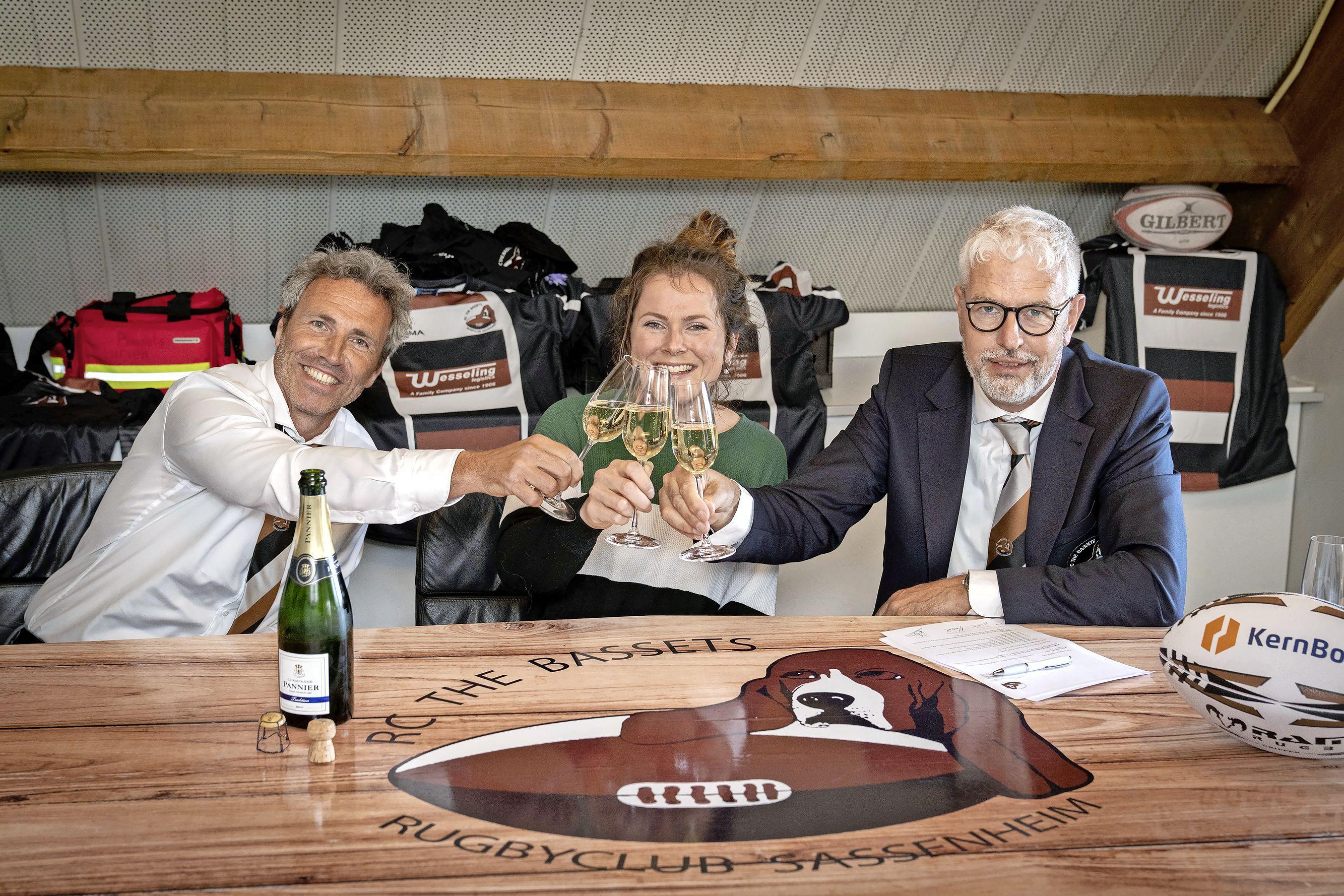 Engelse Kathie Turnbull is de nieuwe ambitieuze hoofdcoach van rugbyclub The Bassets