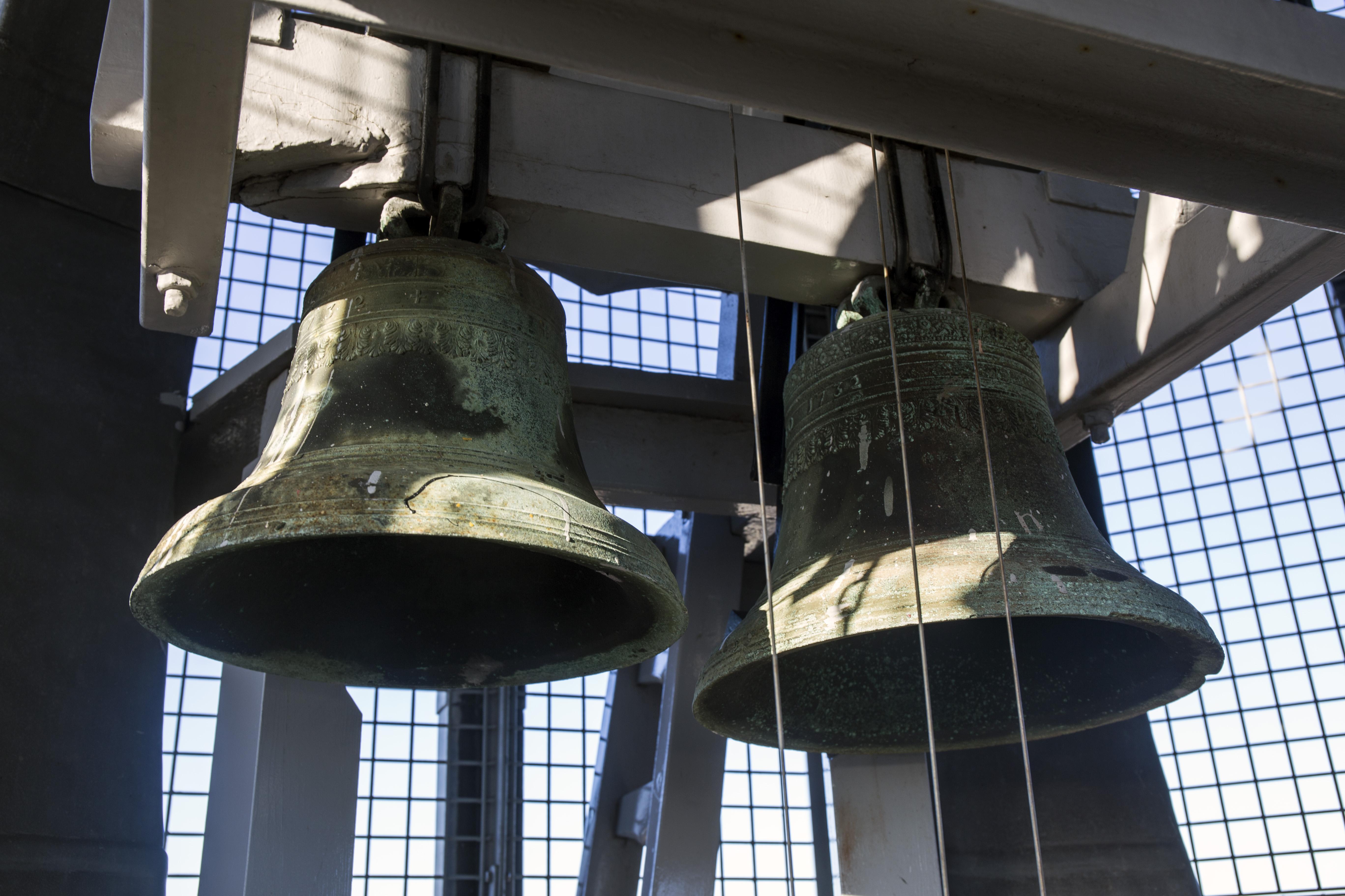 Eeuwenoude Haarlemse traditie leeft voort: Damiaatjes luiden avondklok in