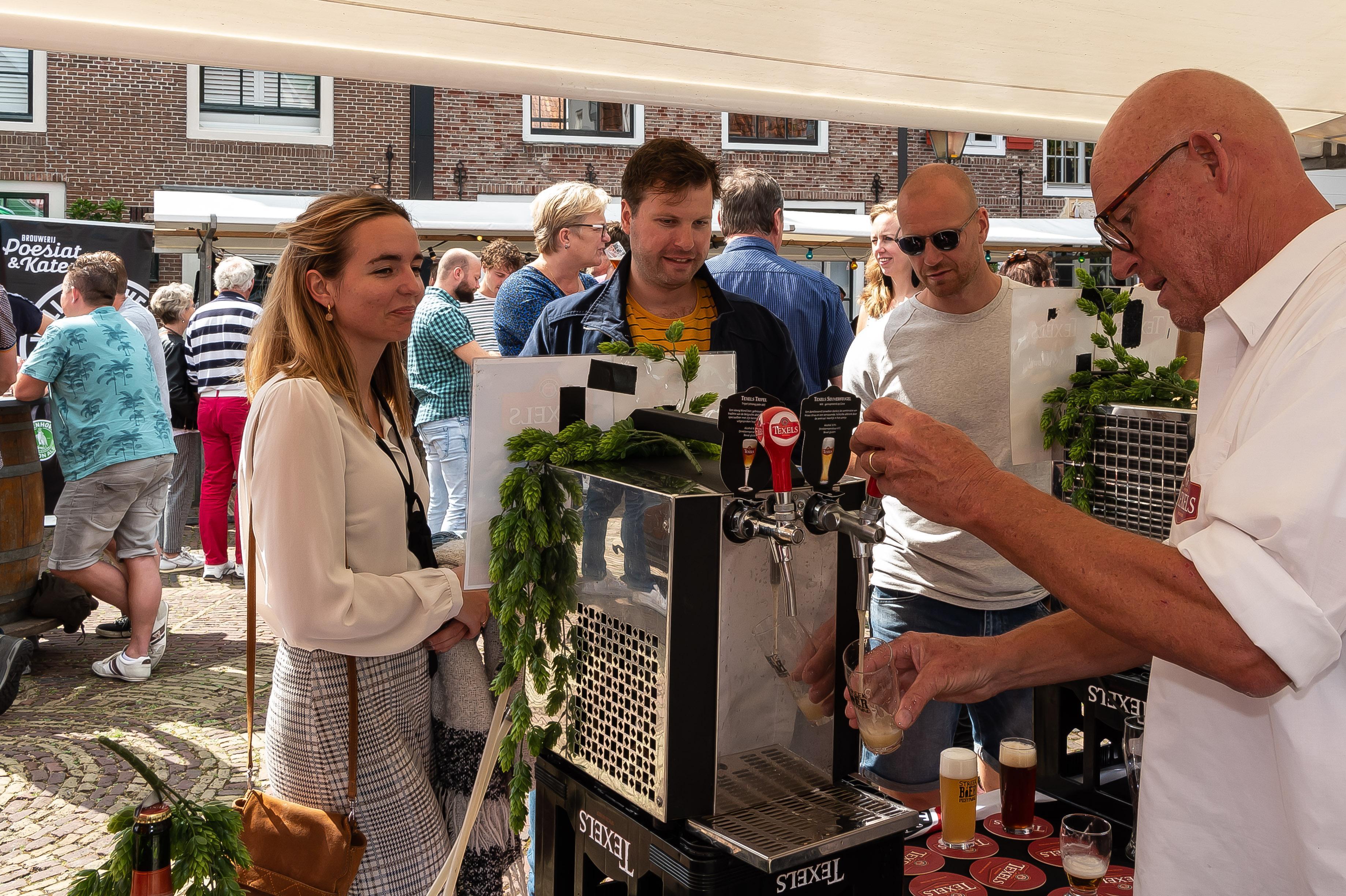 Smakelijke zondag met Streekbierfestival op Kaasmarkt in Edam