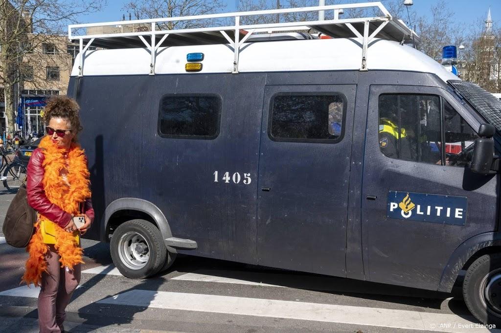 Mobiele Eenheid treedt op in Westerstraat Amsterdam om drukte