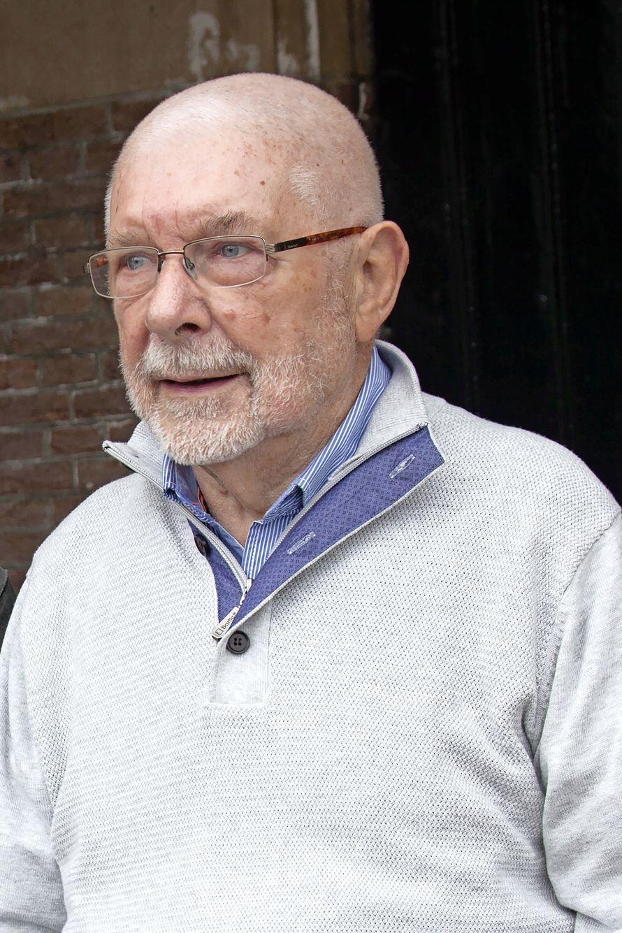 'Kraai', stadsgids en boterlammetjesmaker Jan Schimmel (88) voelde zich Naardernees tot het einde: 'Toeristen hingen altijd ademloos aan zijn lippen'
