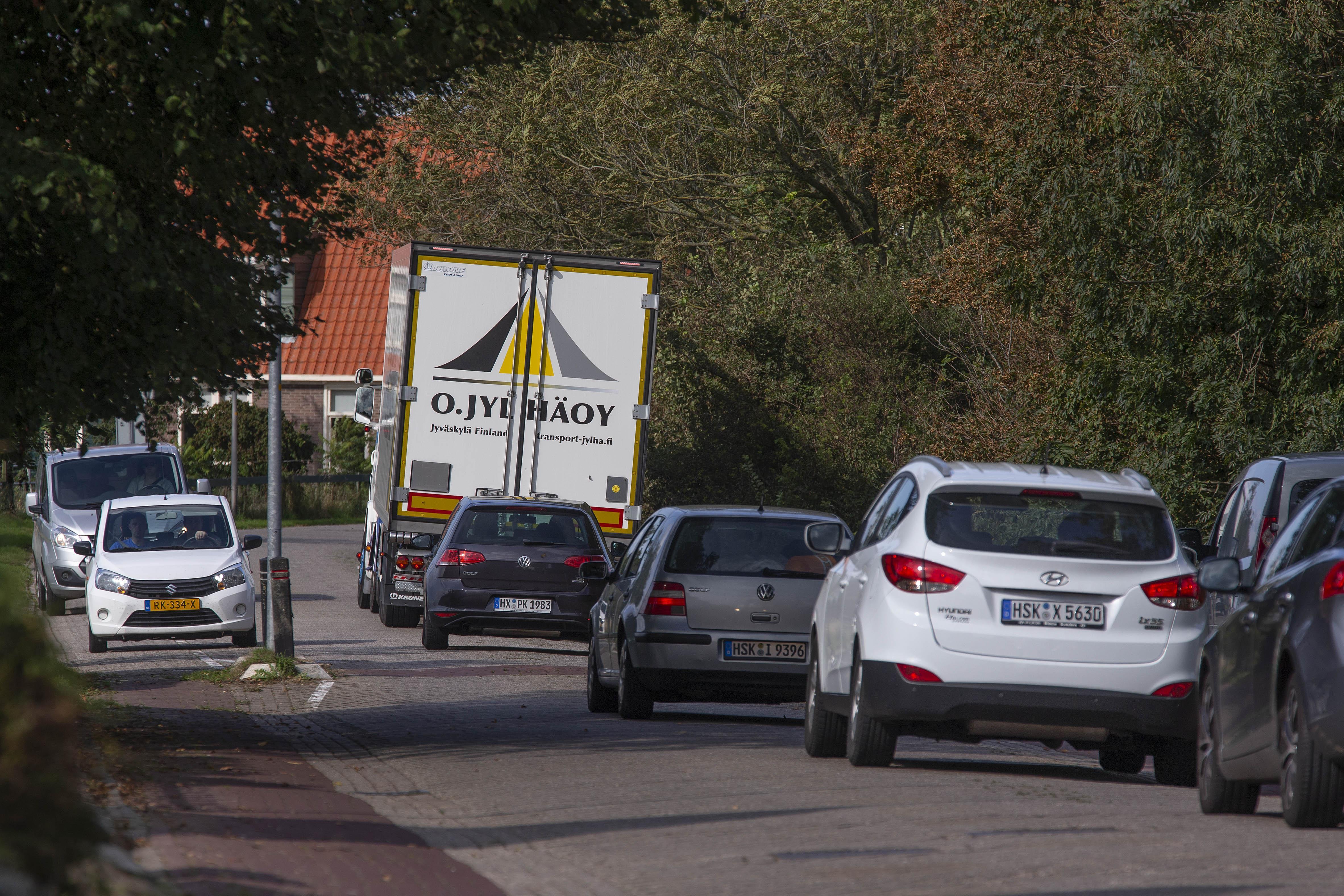 Verbod op vrachtwagens door Westerland is niet haalbaar, blijkt uit onderzoek politie en gemeente