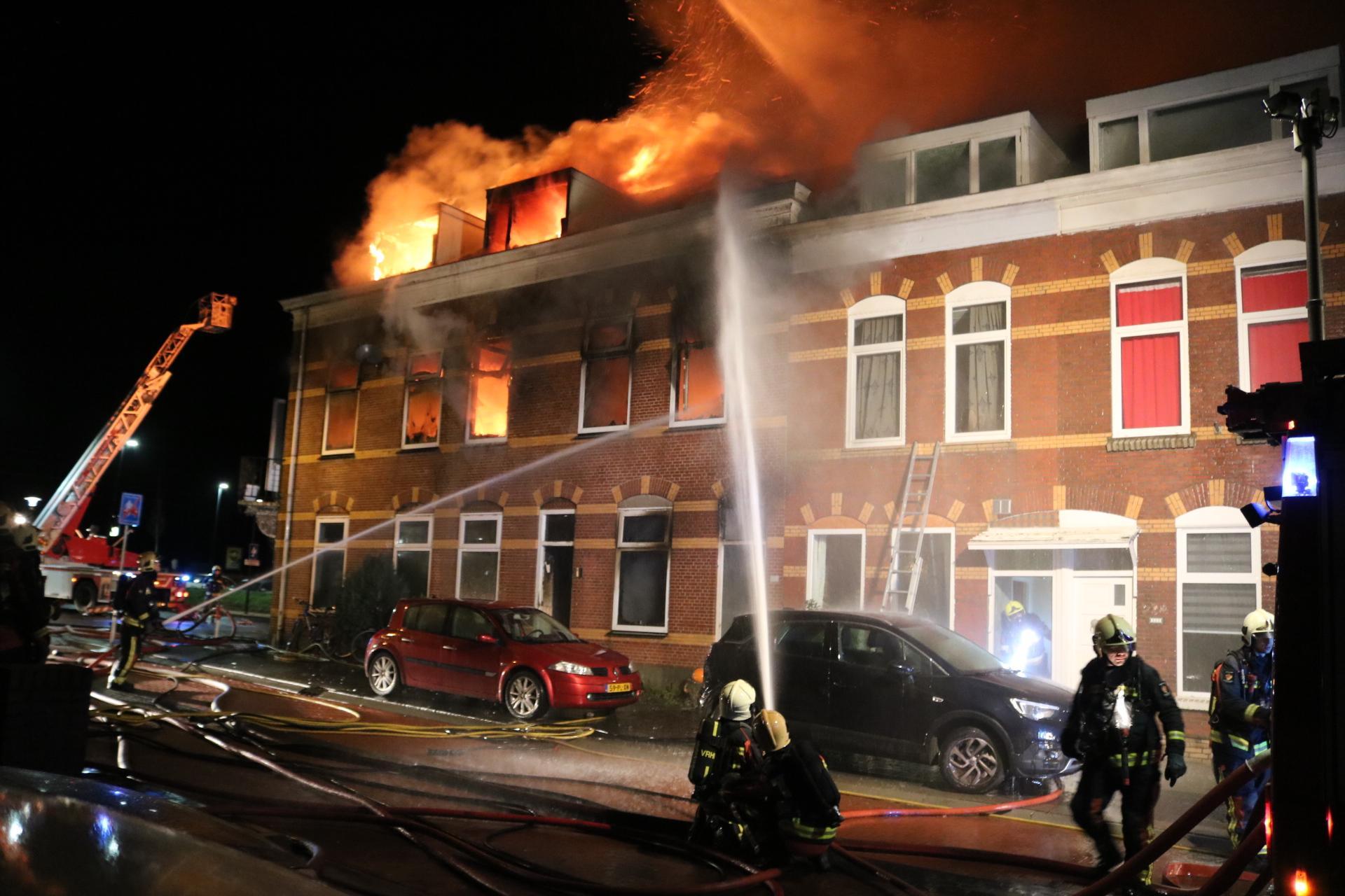 Live uit de rechtszaal: Hillegommer die bekend heeft fatale brand te hebben aangestoken, staat terecht. Chinese sterrenkundestudent Maolin Zhang (27) kon niet aan vuurzee ontsnappen