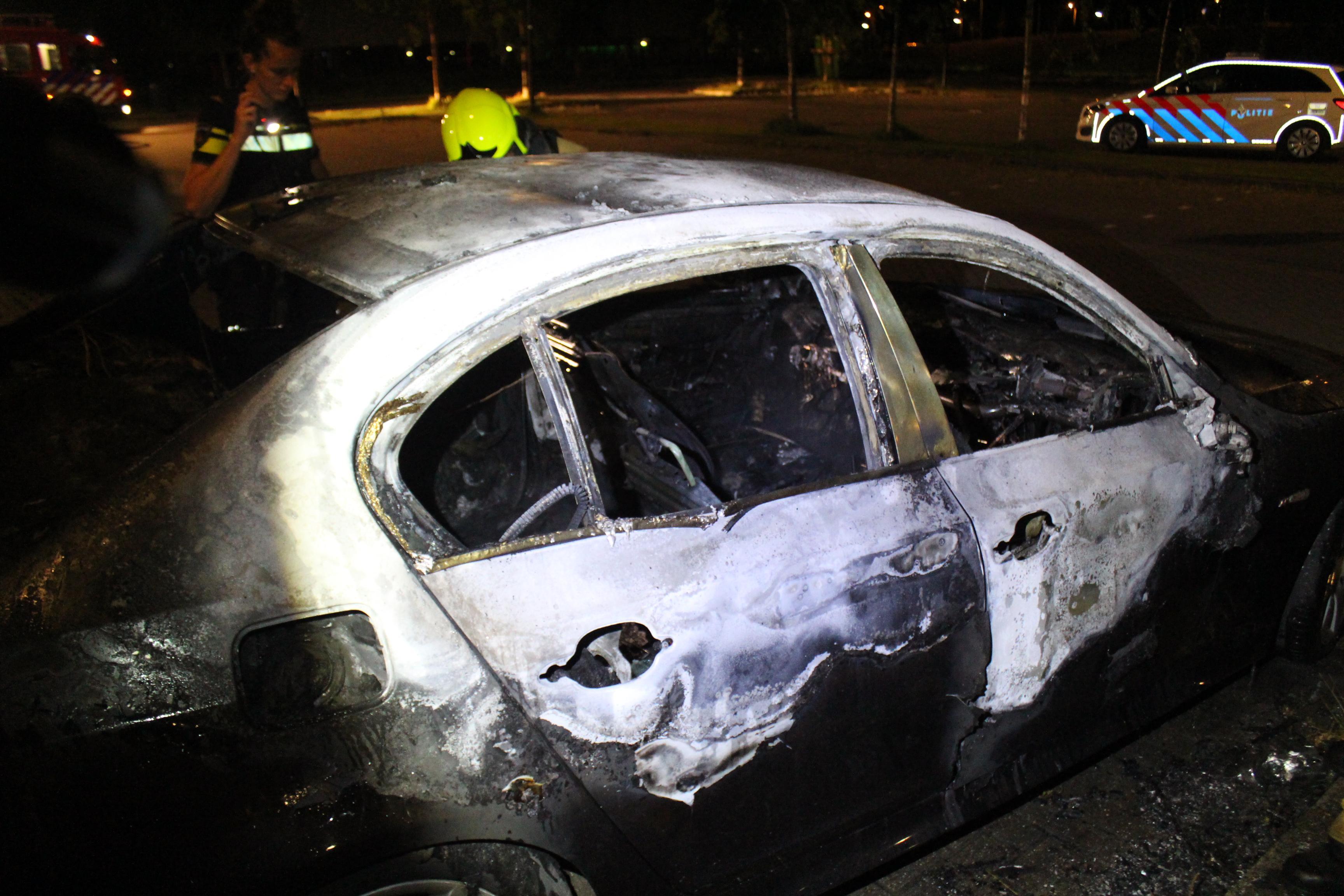 Auto in brand op parkeerplaats ijsbaan Westfries Hoorn