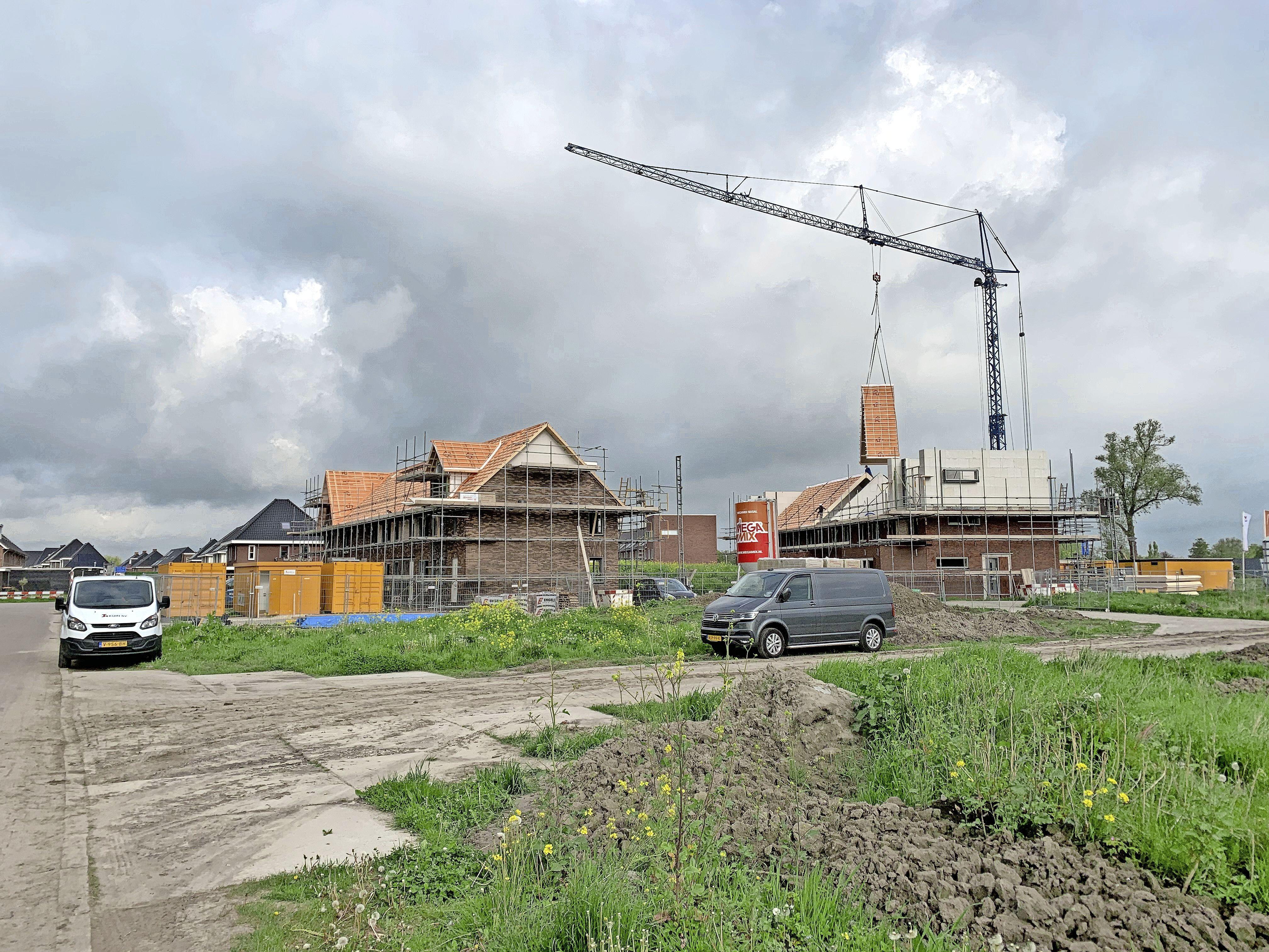 'Opmeer moet stolpen opkopen en er starterswoningen bouwen'. Jongeren sporen gemeente aan woningtekort op te lossen