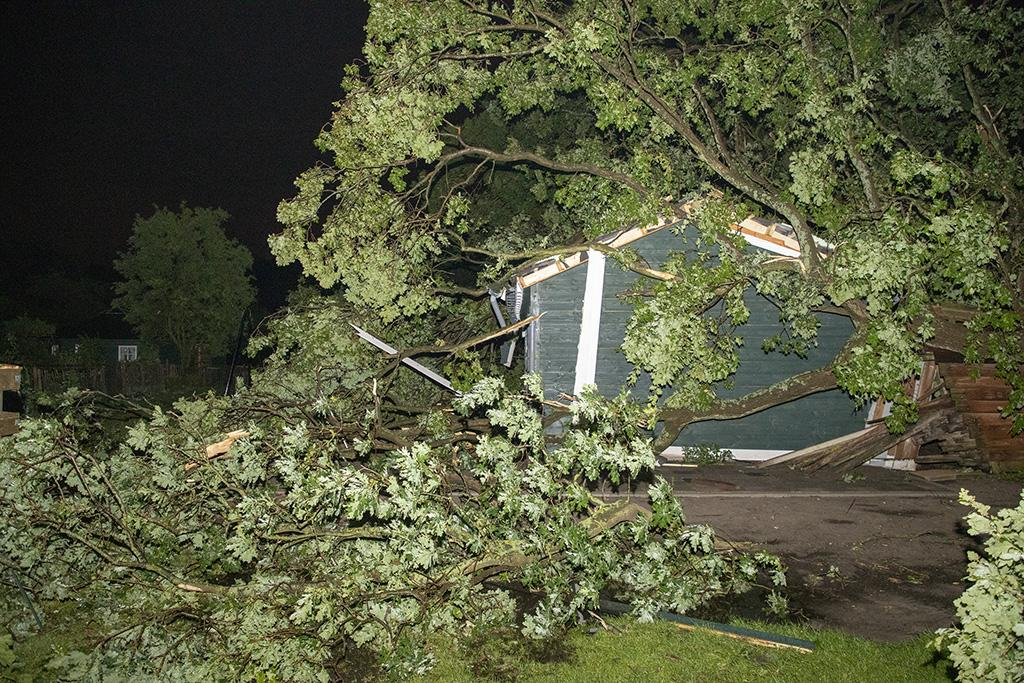 Veel schade bij zorgboerderij in Vogelenzang door noodweer
