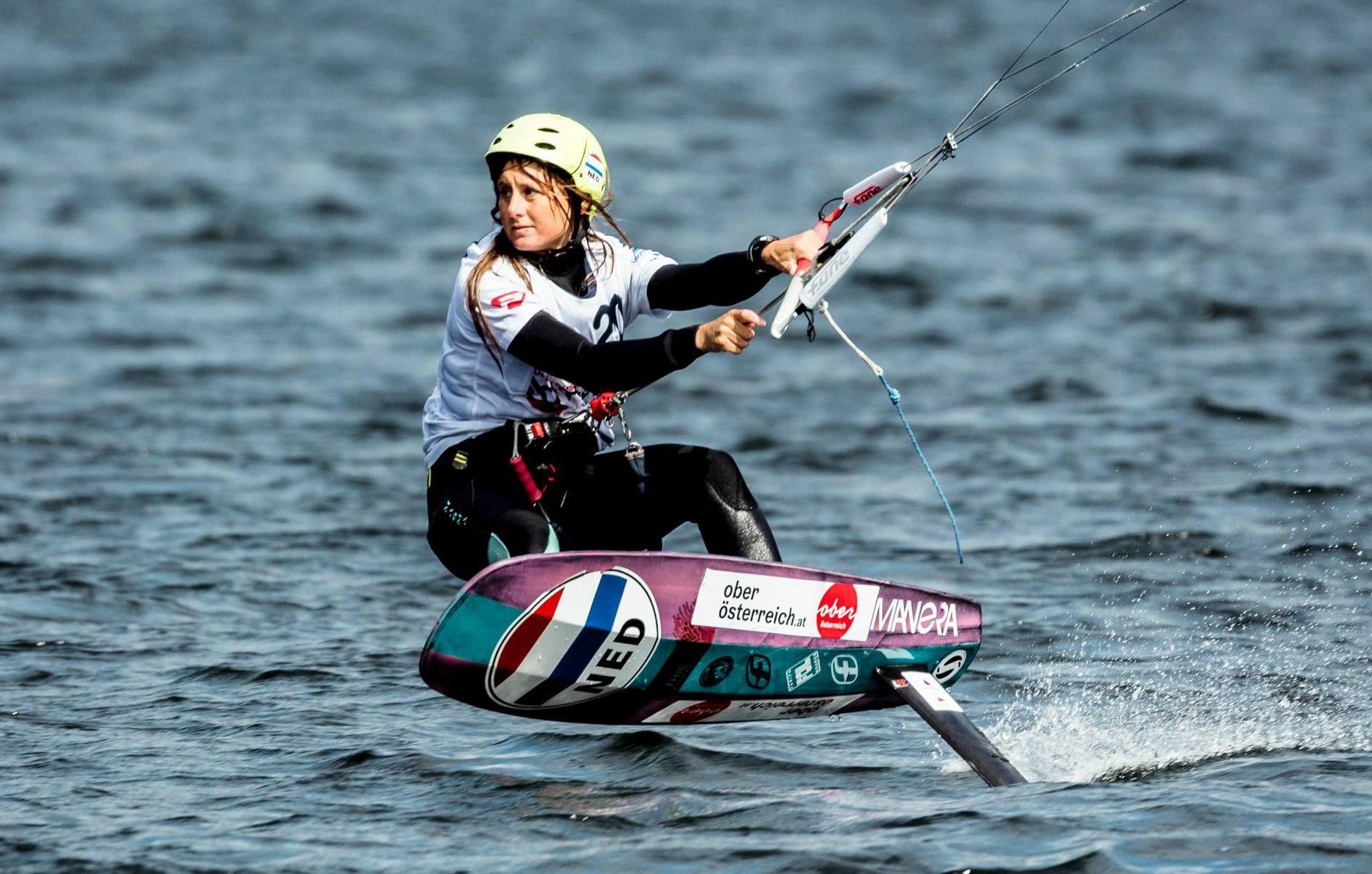Castricumse Mariska Wildenberg (25) opgenomen in het traject voor Parijs 2024. 'Ik dacht dat kitefoilen een sport was voor oude mannen' [video]